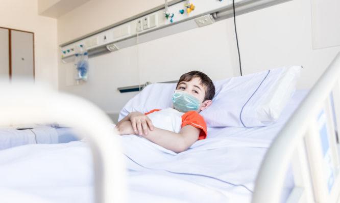 Θεσσαλονίκη: Άρχισαν οι νοσηλείες παιδιών και έκλεισαν σχολικά τμήματα – Ενισχύει τα παιδιατρικά τμήματα το Υπουργείο Υγείας