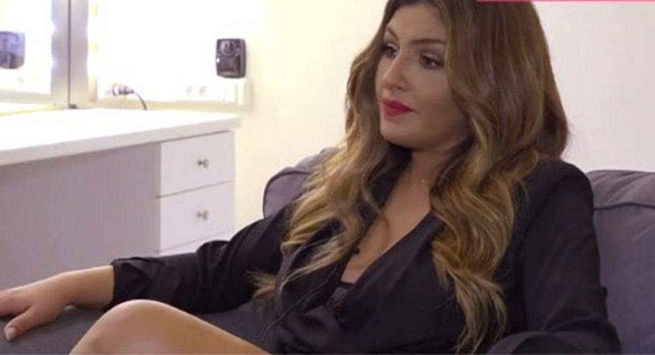 Έλενα Παπαρίζου: «Με αγαπάω έτσι όπως είμαι με τα ελαττώματα μου»