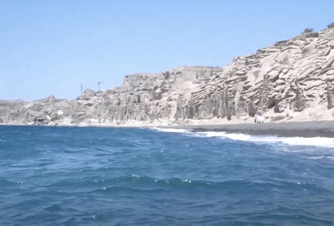 Εξωγήινο τοπίο στην Ελλάδα: Η παραλία με τα ηφαιστειακά βράχια