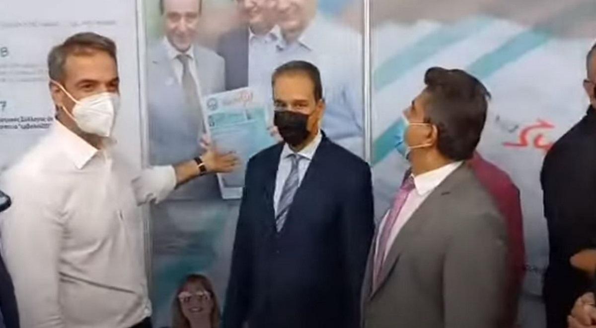 ΔΕΘ 2021: Η «προφητική» φωτογραφία του Κυριάκου Μητσοτάκη για τον εμβολιασμό