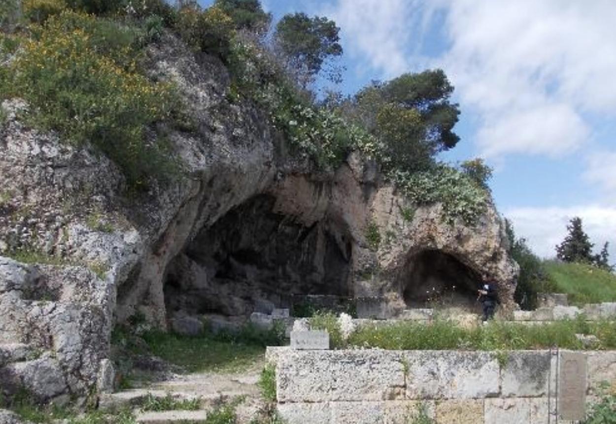 Πλουτώνιο Σπήλαιο: Τα αινίγματα και οι θρύλοι στην Αττική για τον Κάτω Κόσμο