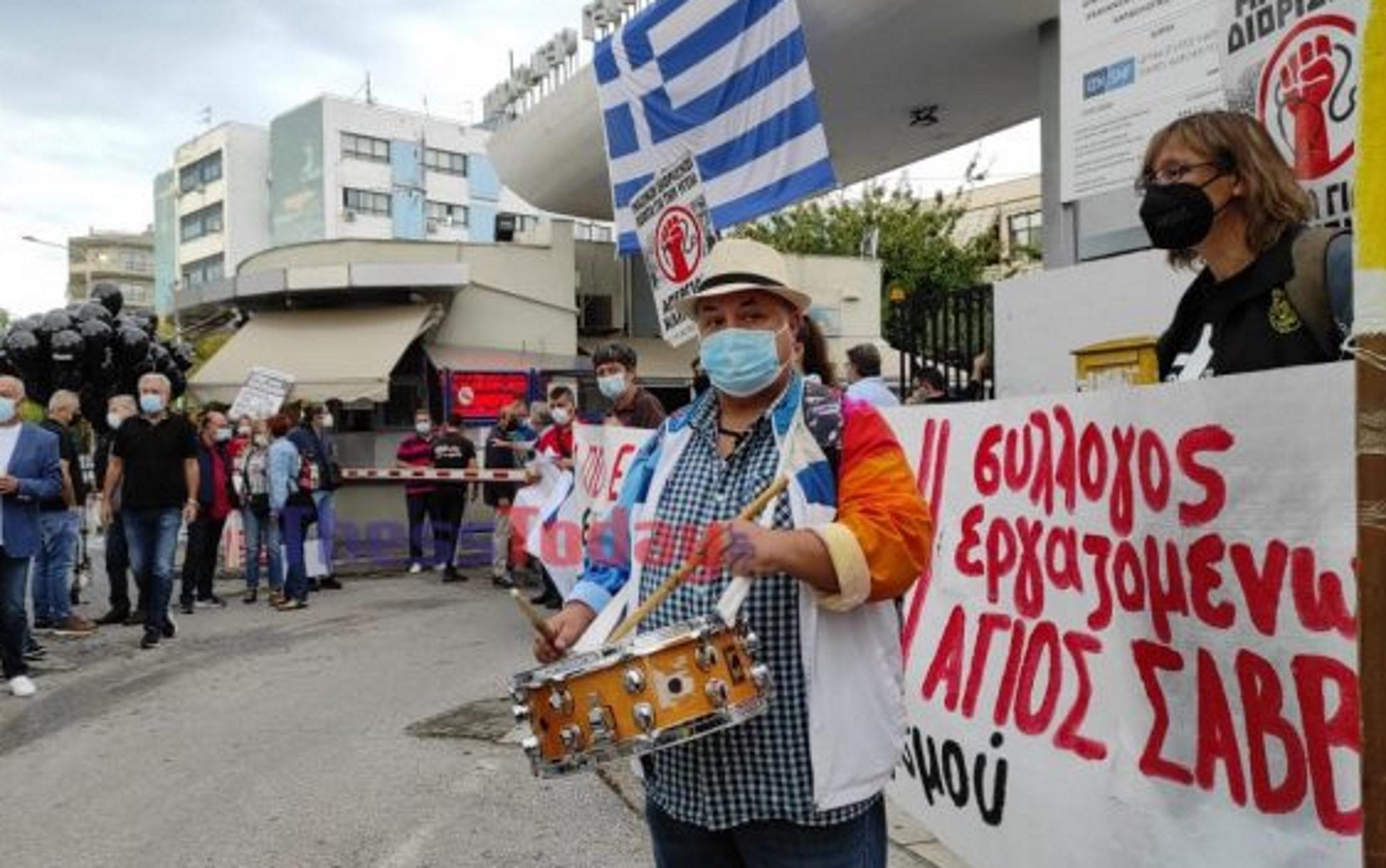 Θεσσαλονίκη: Κρεβάτια και τύμπανα στη συγκέντρωση της ΠΟΕΔΗΝ – Οι υγειονομικοί ξανά στους δρόμους