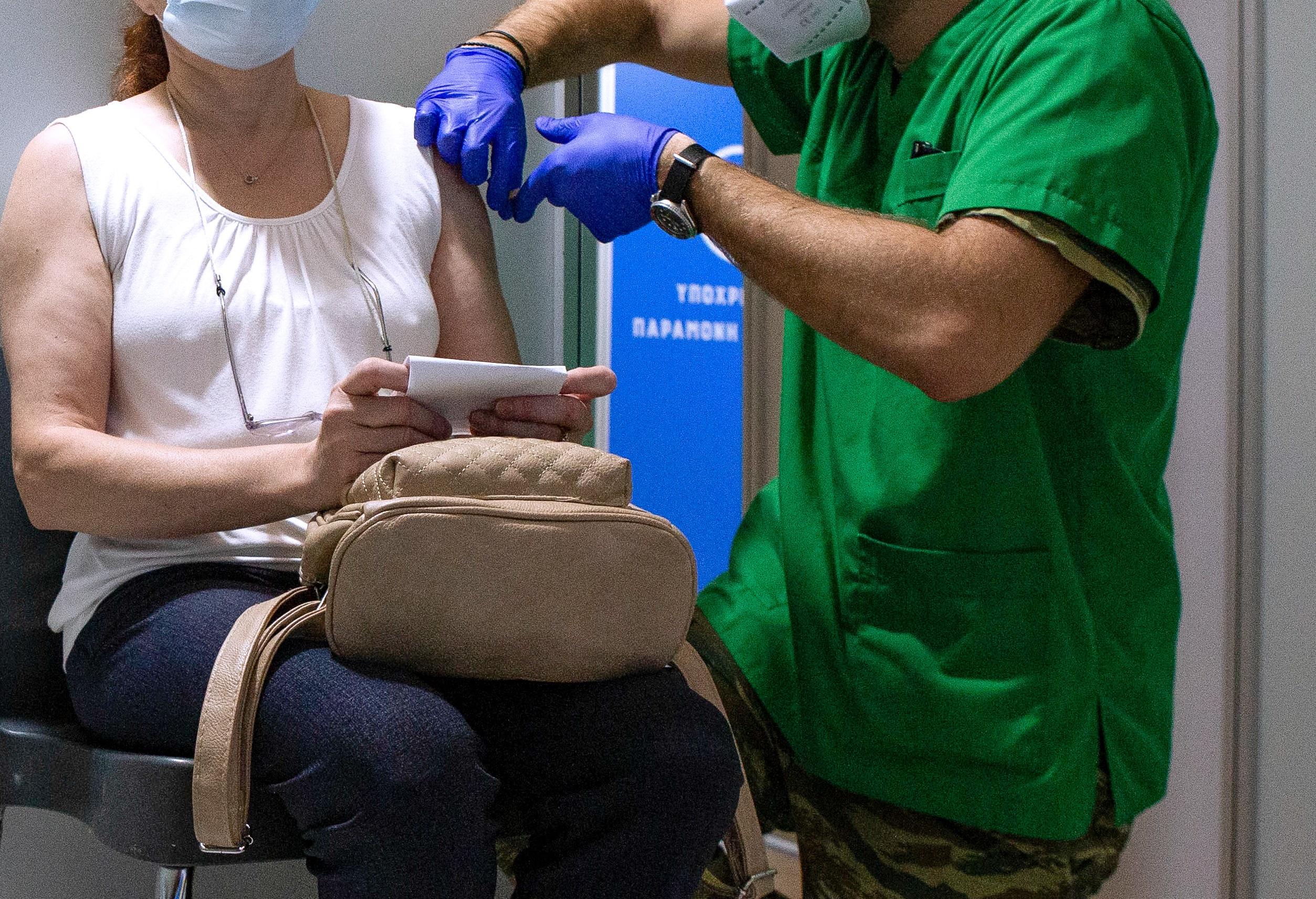 «Έρχεται ειδικός νόμος για τους μαϊμού εμβολιασμούς»