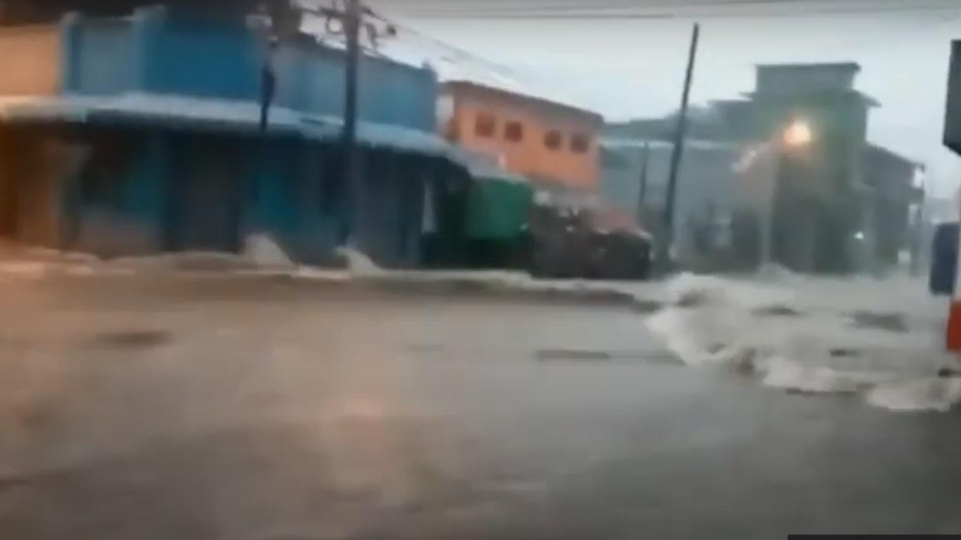 Σαλβαδόρ: Πέντε νεκροί ύστερα από σφοδρές βροχοπτώσεις