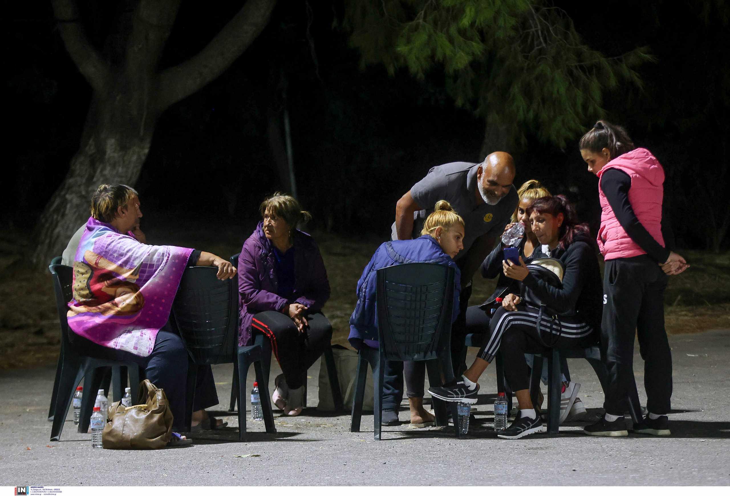 Σεισμός στην Κρήτη: Δύσκολη νύχτα στο Αρκαλοχώρι με συνεχείς μετασεισμούς – 1.000 άνθρωποι σε σκηνές