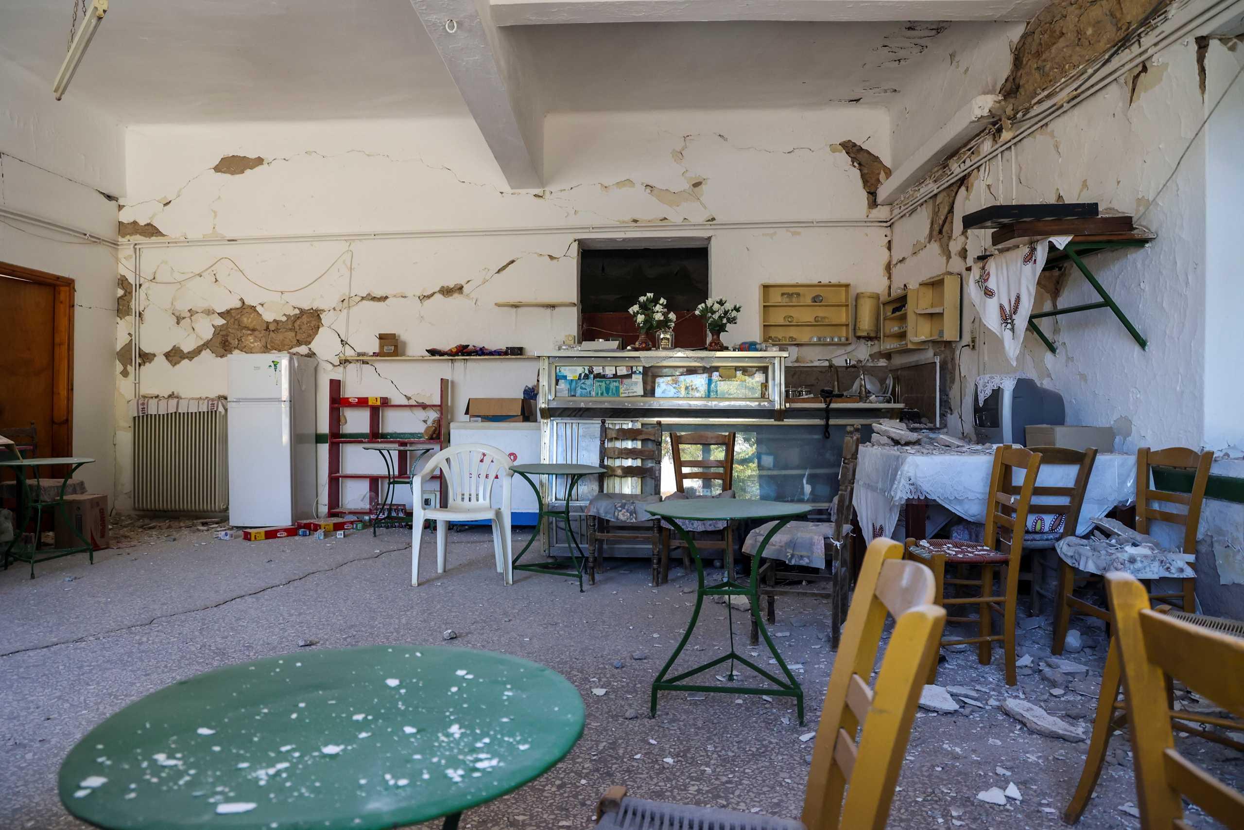 Σεισμός στην Κρήτη: Νέες καταρρεύσεις κτιρίων στο Αρκαλοχώρι μετά τον μετασεισμό των 5,3R