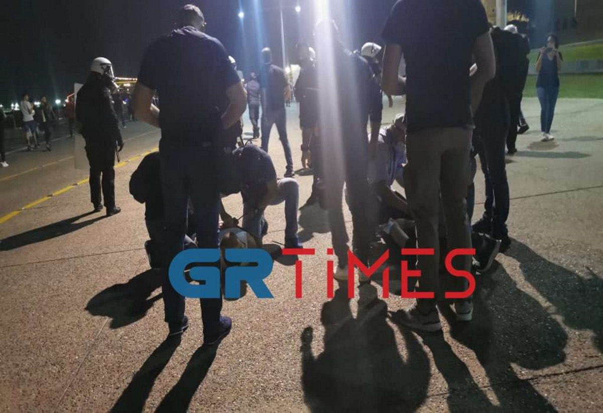 ΔΕΘ 2021: Εννέα συλλήψεις για τα επεισόδια με τους αντιεμβολιαστές – Βομβαρδισμένο τοπίο η περιοχή στο Βελλίδειο