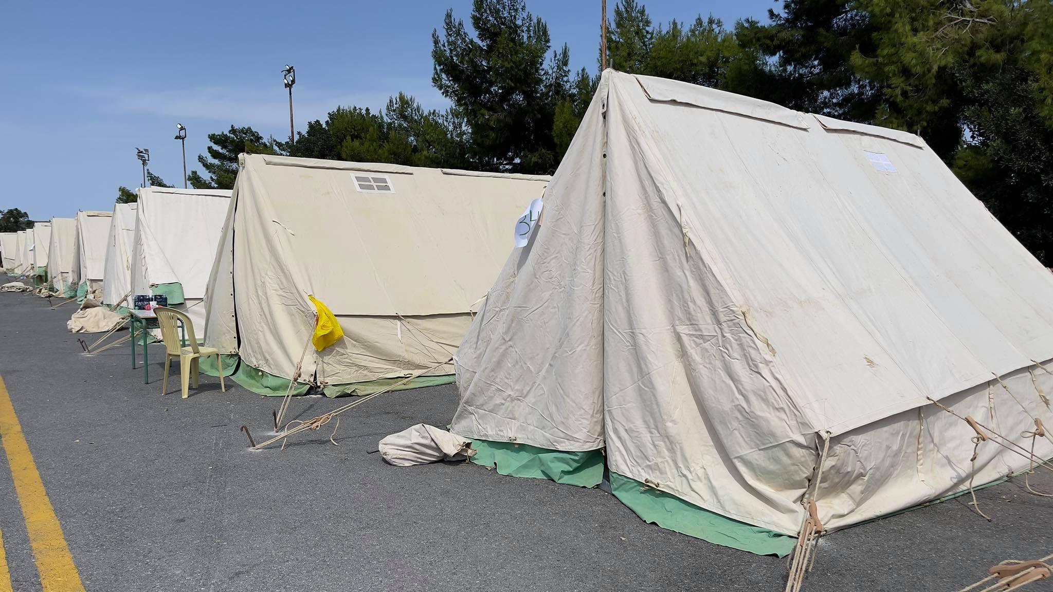Σεισμός στην Κρήτη: Από τις σκηνές στο κλειστό γυμναστήριο Αρκαλοχωρίου οι σεισμοπαθείς