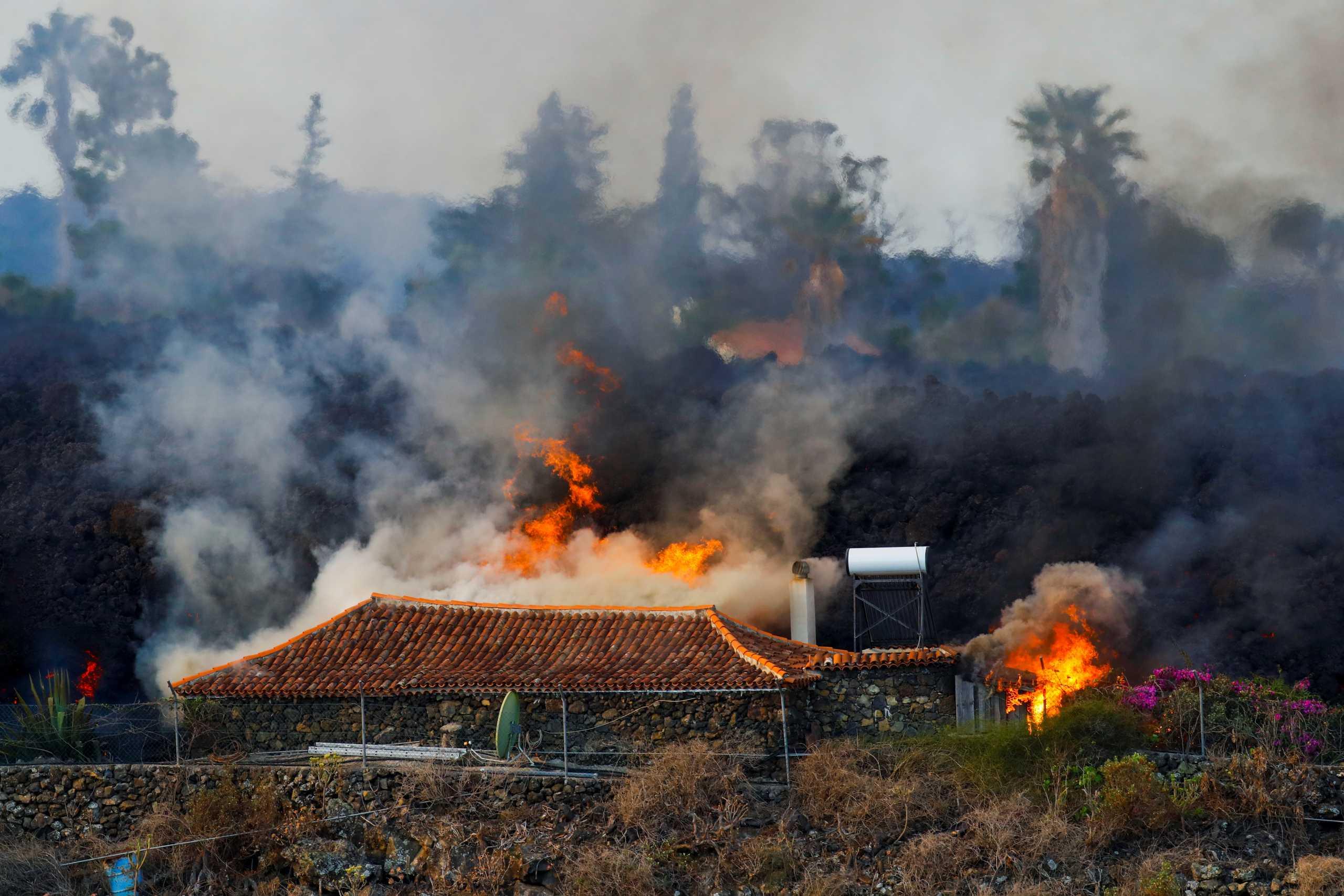 Έκρηξη ηφαιστείου στην Λα Πάλμα: Η λάβα έχει «καταπιεί» πάνω από 100 σπίτια