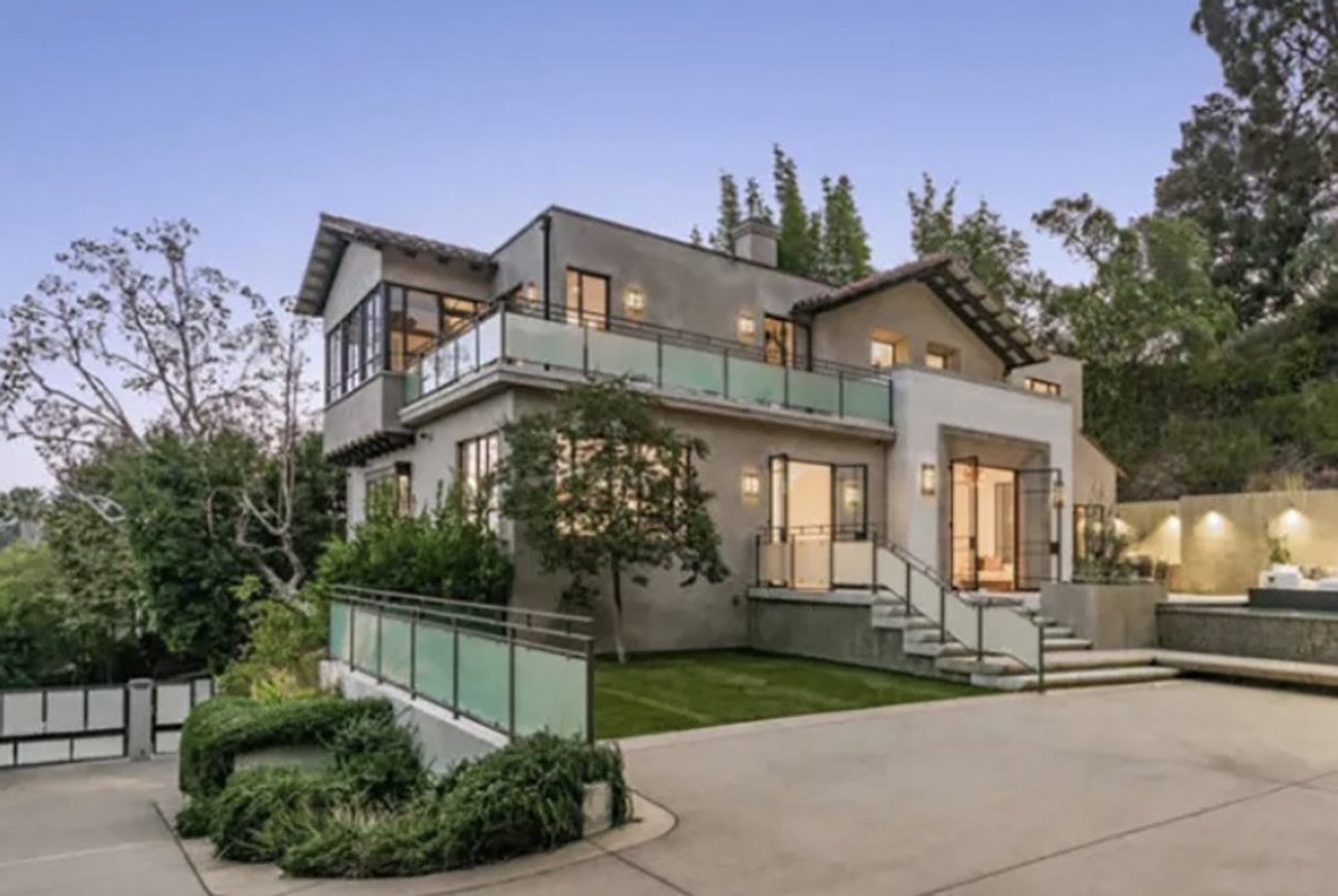 Δείτε το πολυτελές σπίτι που πουλάει η Rihanna για 7,8 εκατ. δολάρια