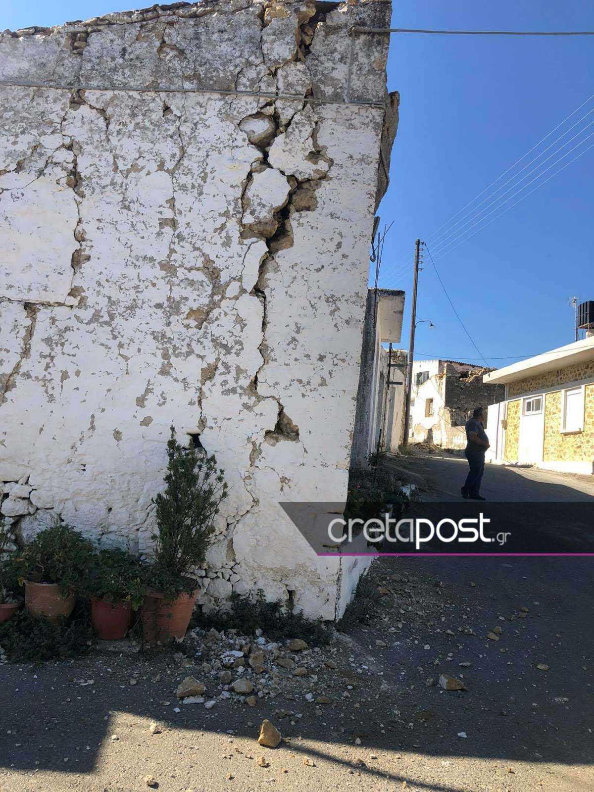 Σεισμός στην Κρήτη: Εικόνες από το χωριό που άντεξαν μόνο δύο σπίτια – Φεύγουν από το Αρκαλοχώρι