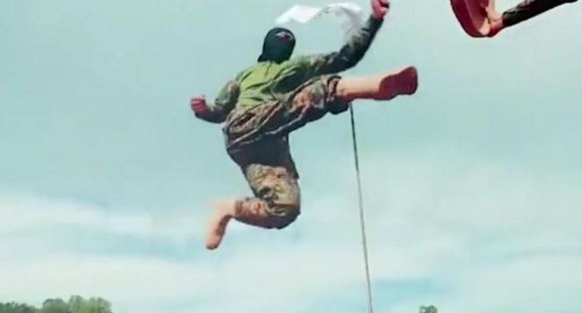Αφγανιστάν: Ταλιμπάν «διαφημίζουν» σε βίντεο γιλέκα αυτοκτονίας και τις ικανότητές τους στις πολεμικές τέχνες