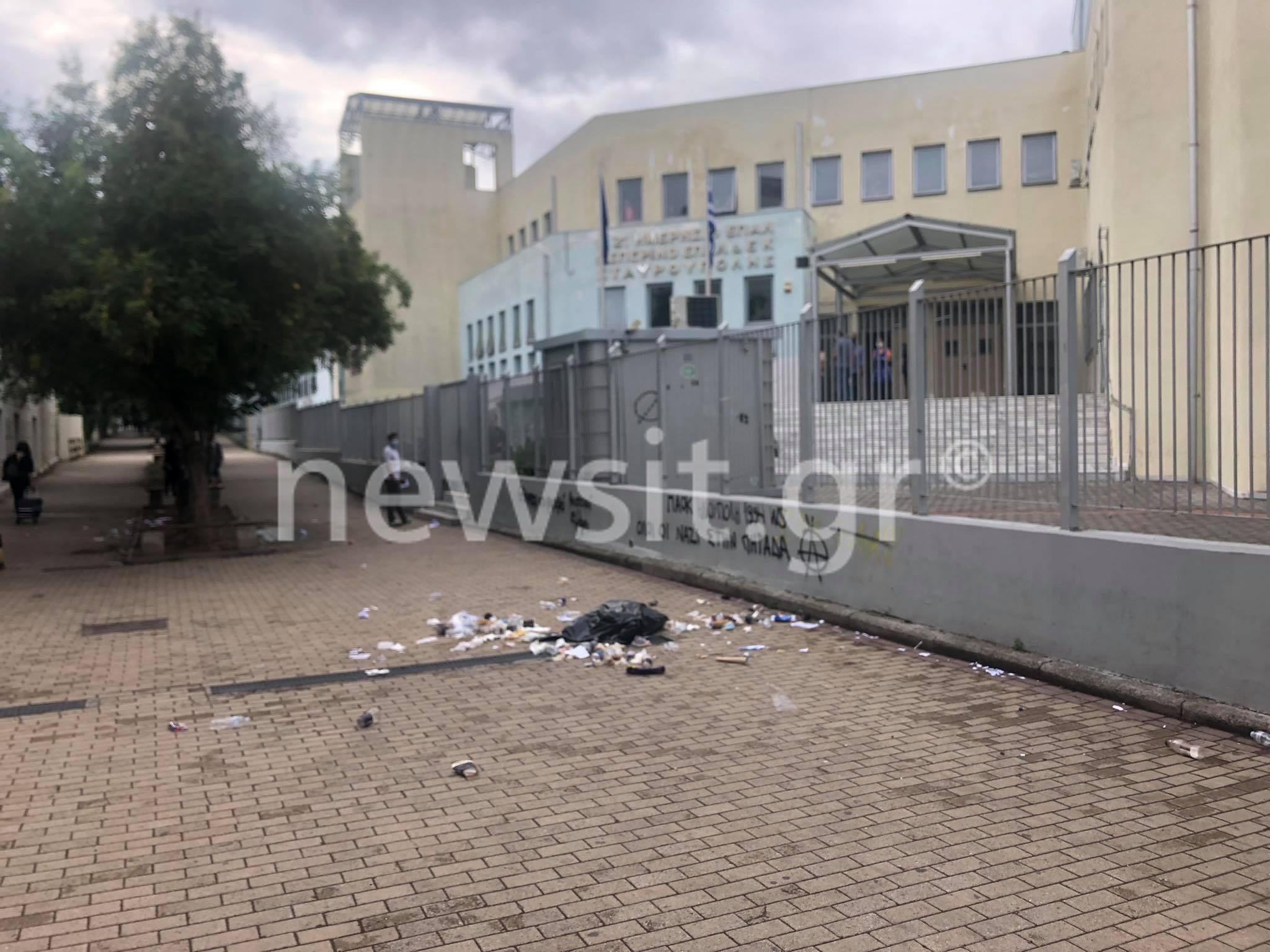 Θεσσαλονίκη – ΕΠΑΛ Σταυρούπολης: Νέα επεισόδια! Επίθεση κουκουλοφόρων μέσα από το σχολείο με μολότοφ