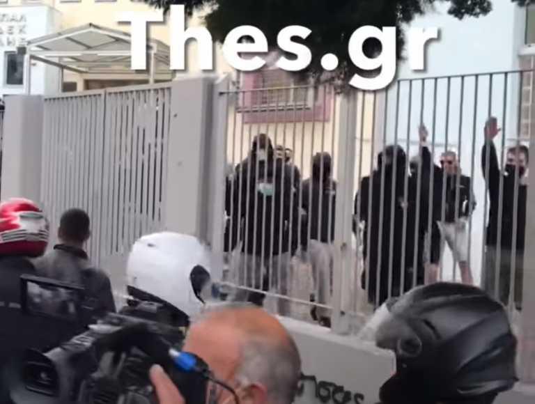 ΕΠΑΛ Σταυρούπολης: Η στιγμή που μαθητές χαιρετούν ναζιστικά