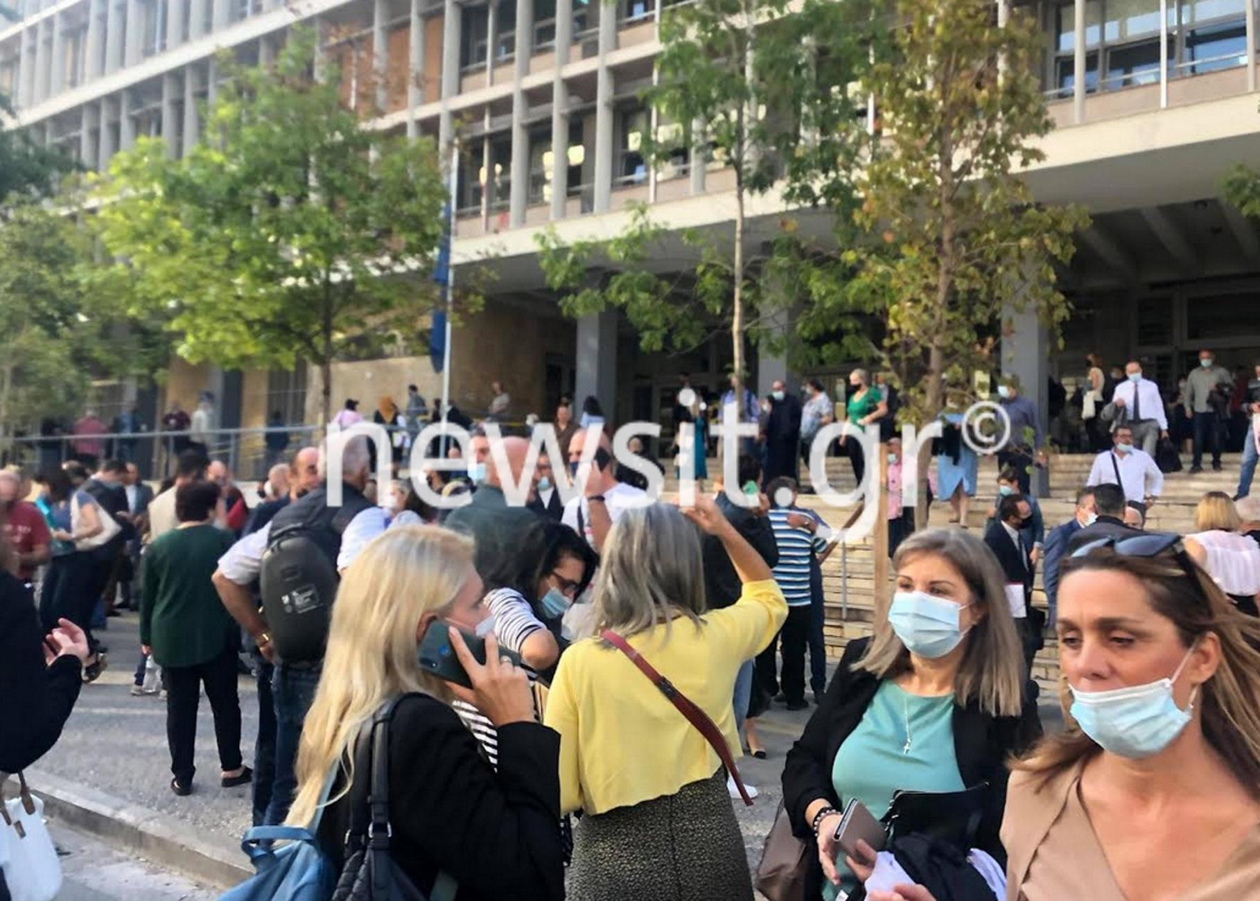 Θεσσαλονίκη: Εκκενώθηκαν τα δικαστήρια μετά από τηλεφώνημα για τοποθέτηση βόμβας