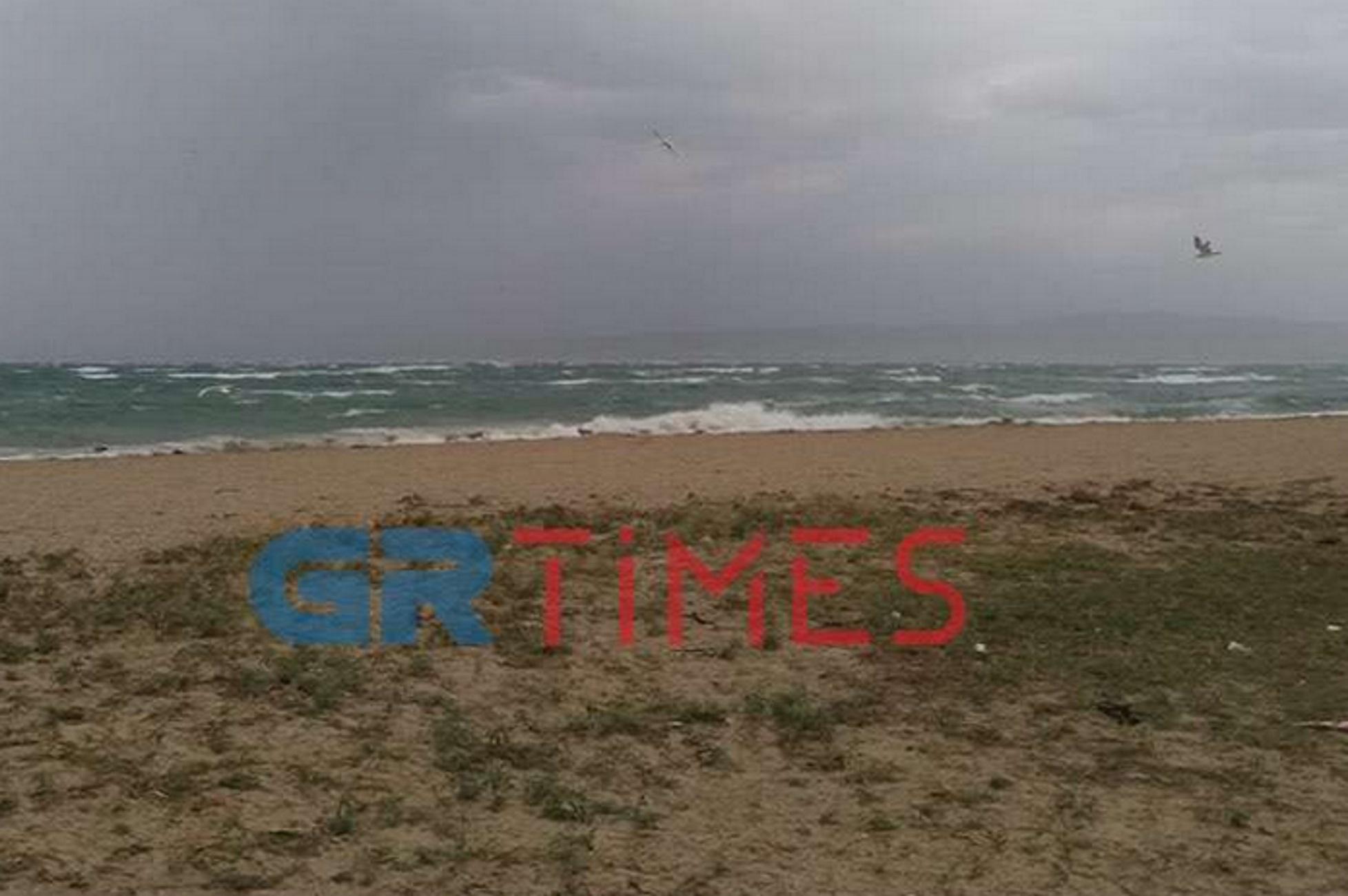 Θεσσαλονίκη: Το «γύρισε» ο καιρός – Προβλήματα σε γειτονιές από το μπουρίνι και τους ισχυρούς ανέμους