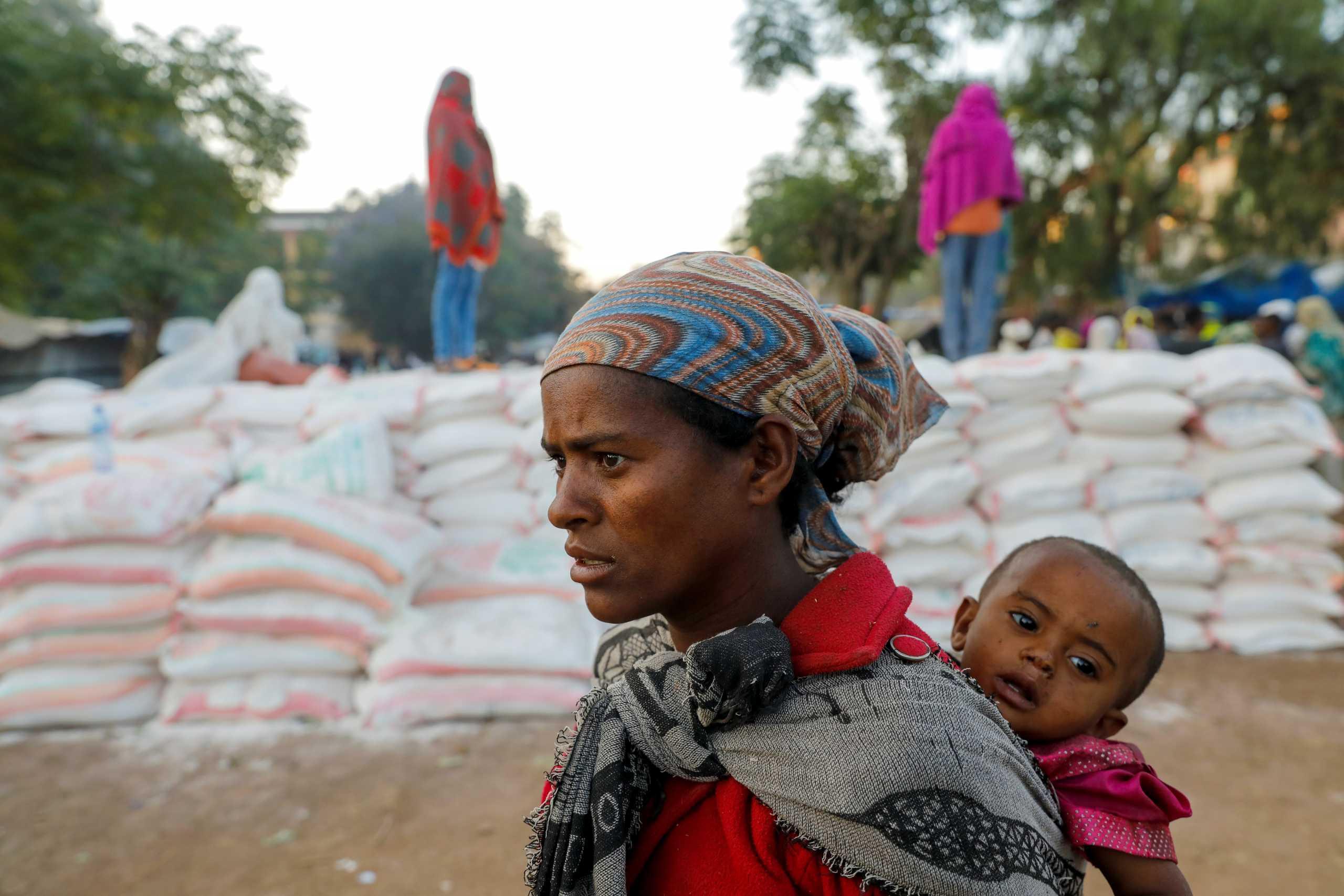 Αιθιοπία: Λιμός, η «σιωπηλή σφαγή» στο Τιγκράι – Ταΐζουν τα παιδιά με φύλλα δέντρων