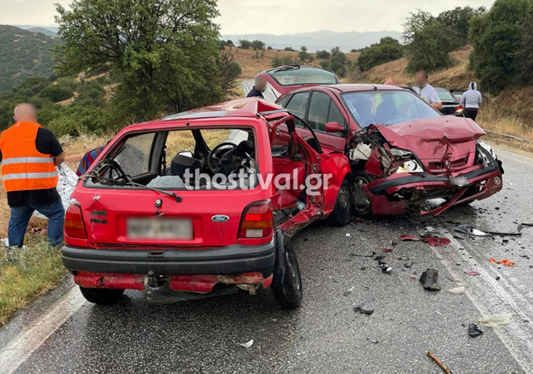 Θεσσαλονίκη: Σοβαρό τροχαίο με 4 τραυματίες – Μάχη με το χρόνο για γυναίκα που εγκλωβίστηκε