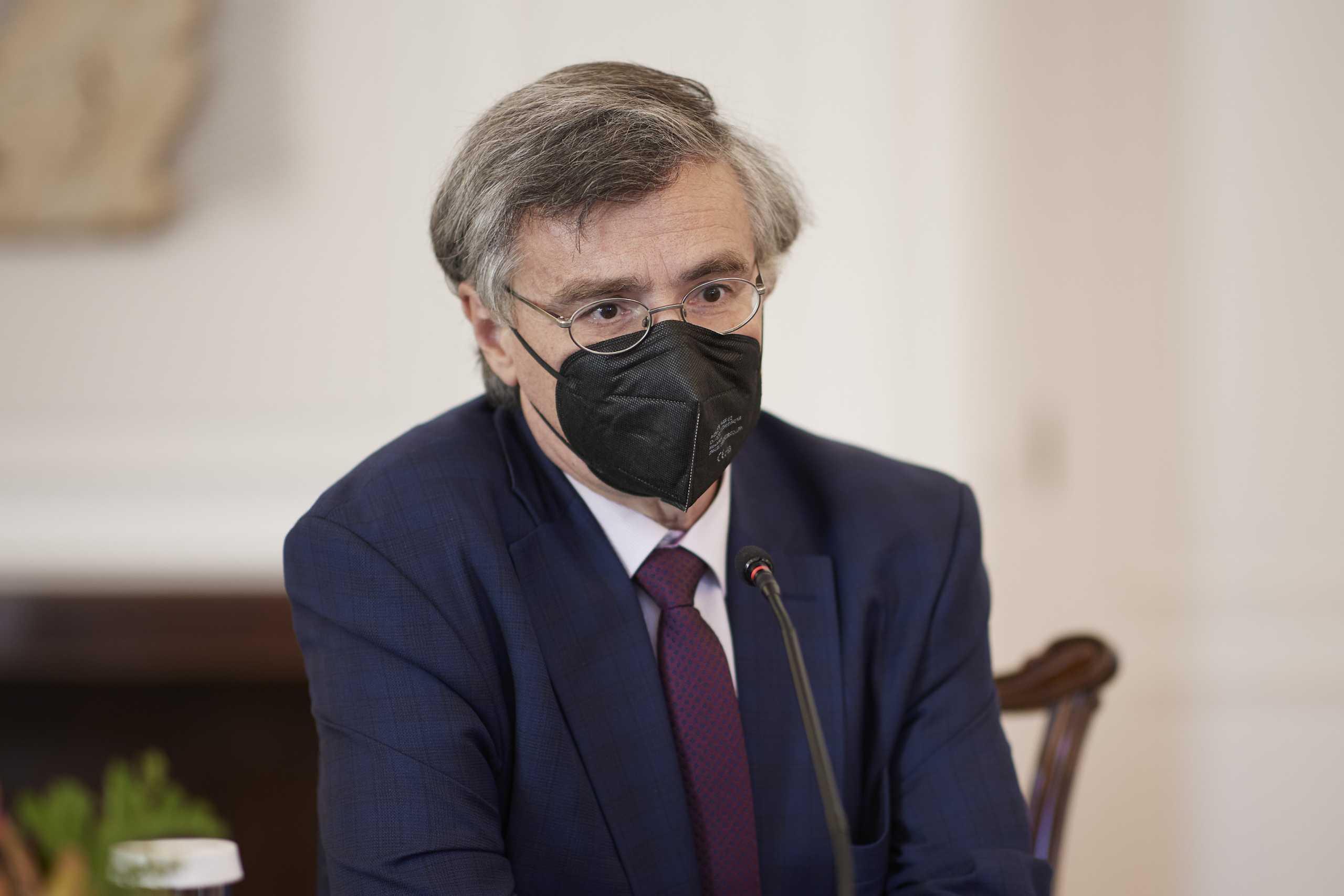 Σωτήρης Τσιόδρας: Επικεφαλής επιτροπής της Ιατρικής Σχολής Αθηνών για την πανδημία