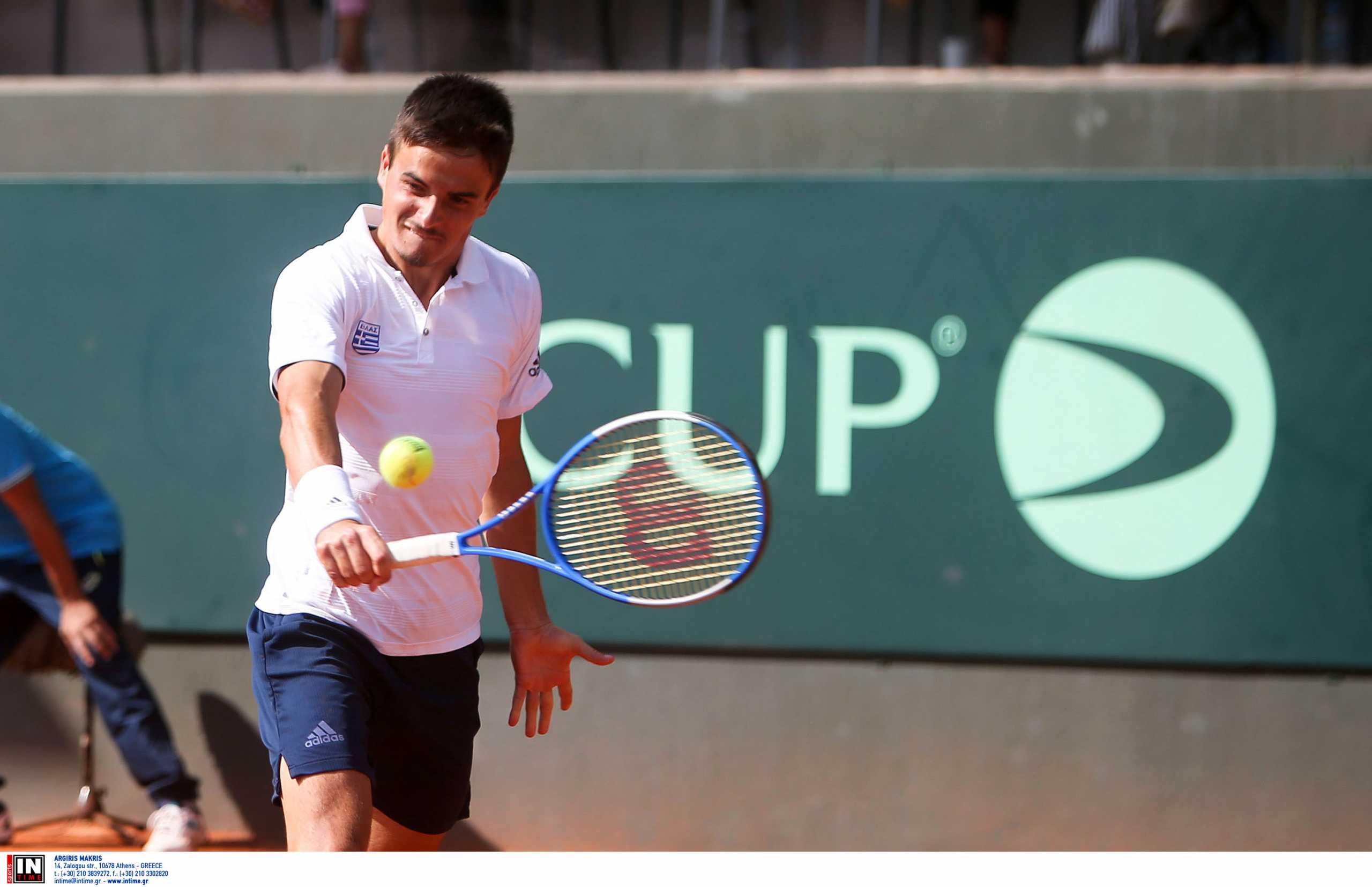 Davis Cup: Ηττήθηκε εύκολα ο Πέτρος Τσιτσιπάς