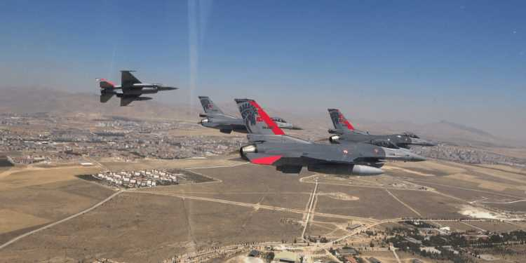 Τουρκικά αεροσκάφη επανήλθαν προκλητικά στο Αιγαίο ξανά με 40 παραβιάσεις
