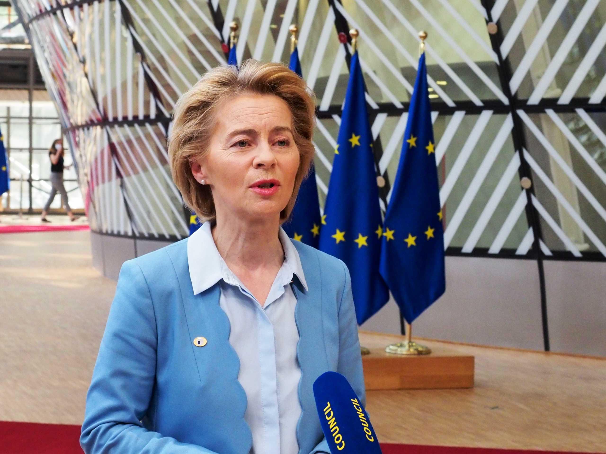 Η Ούρσουλα φον ντερ Λάιεν στηρίζει τη Βόρεια Μακεδονία στις ενταξιακές διαπραγματεύσεις με την ΕΕ