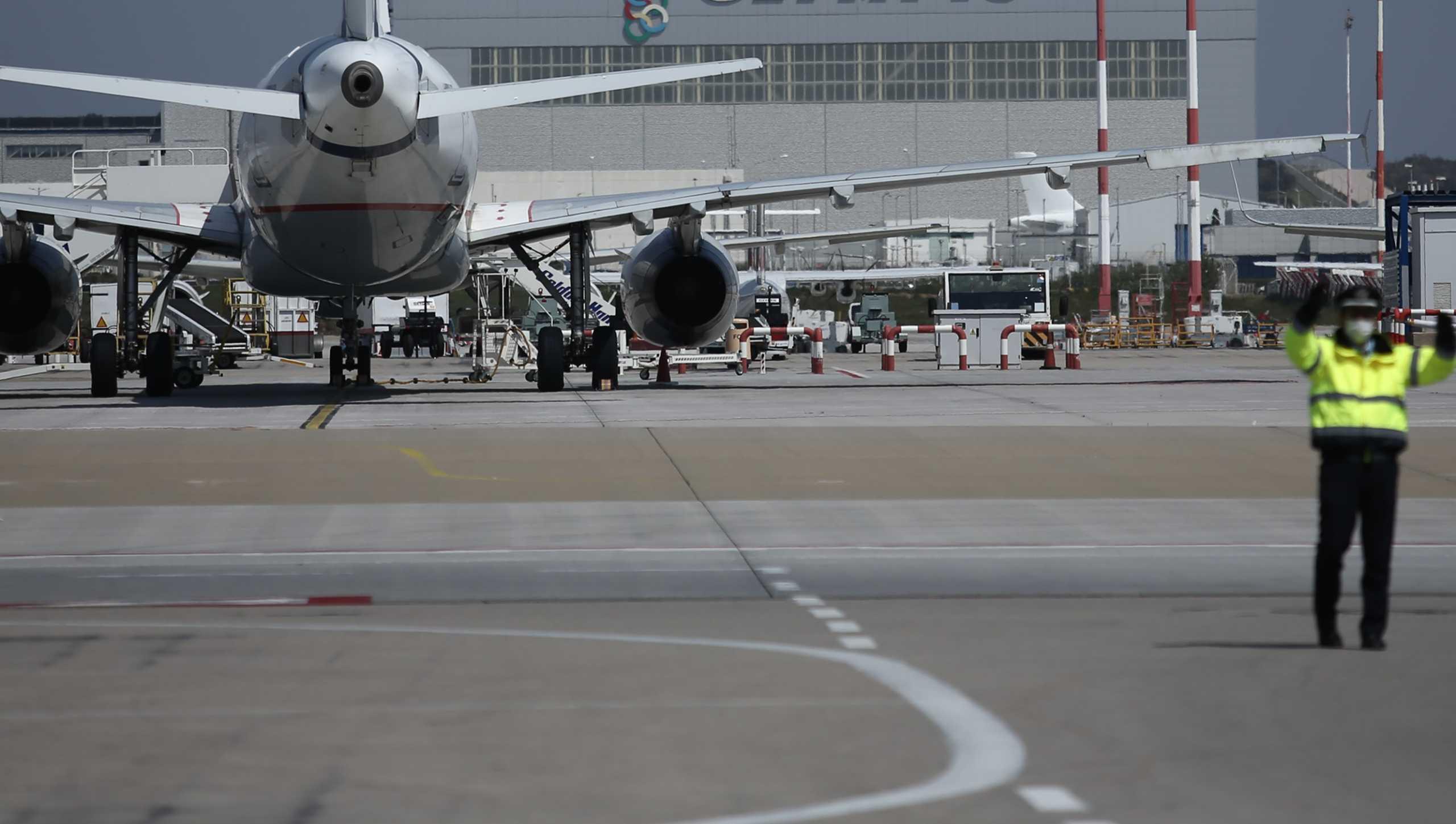 EΚΠΟΙΖΩ: Καταναλωτές περιμένουν τα χρήματά τους για πτήσεις που ακυρώθηκαν στην πανδημία