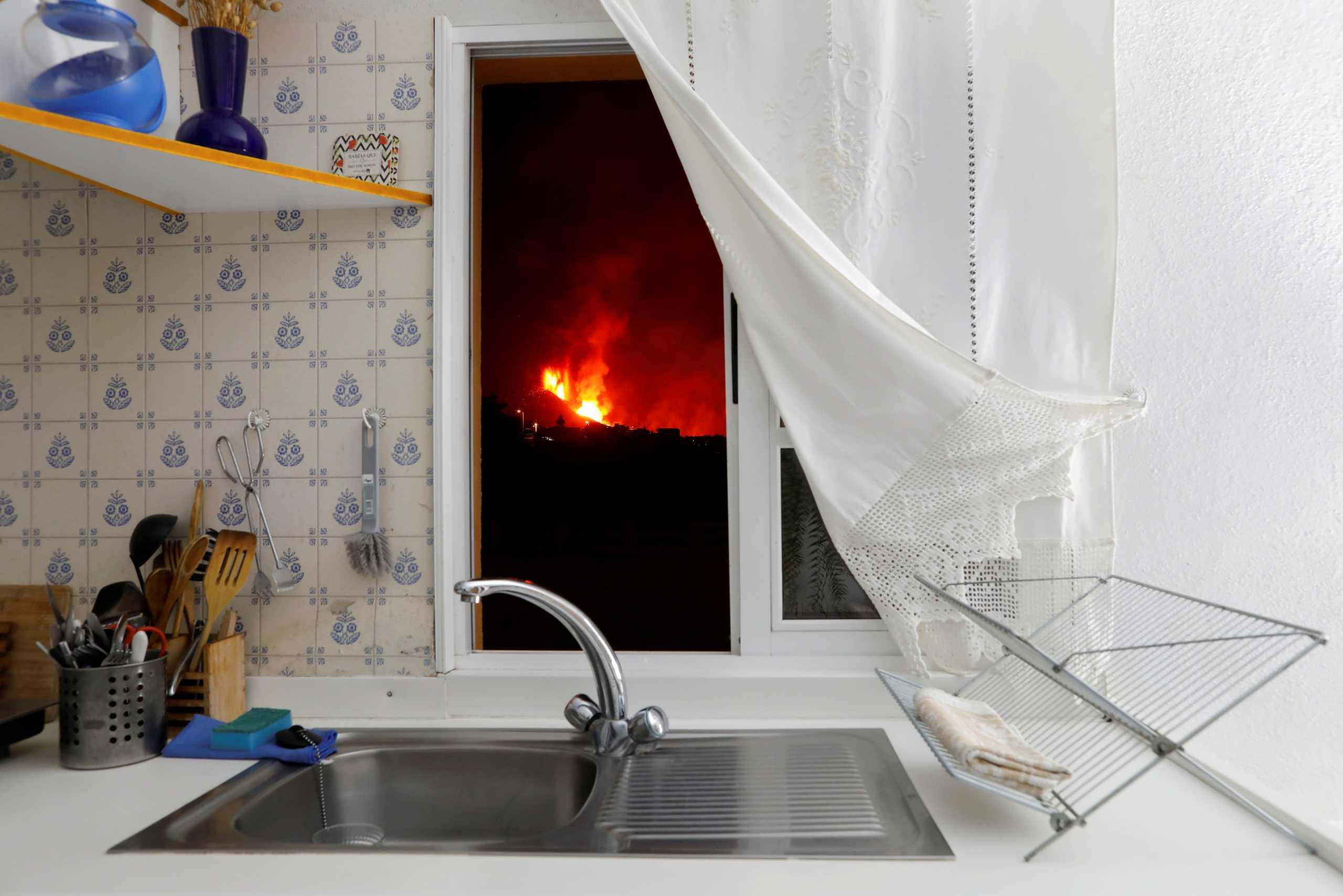 Ισπανία: Η λάβα του ηφαιστείου πίσω από την κουρτίνα