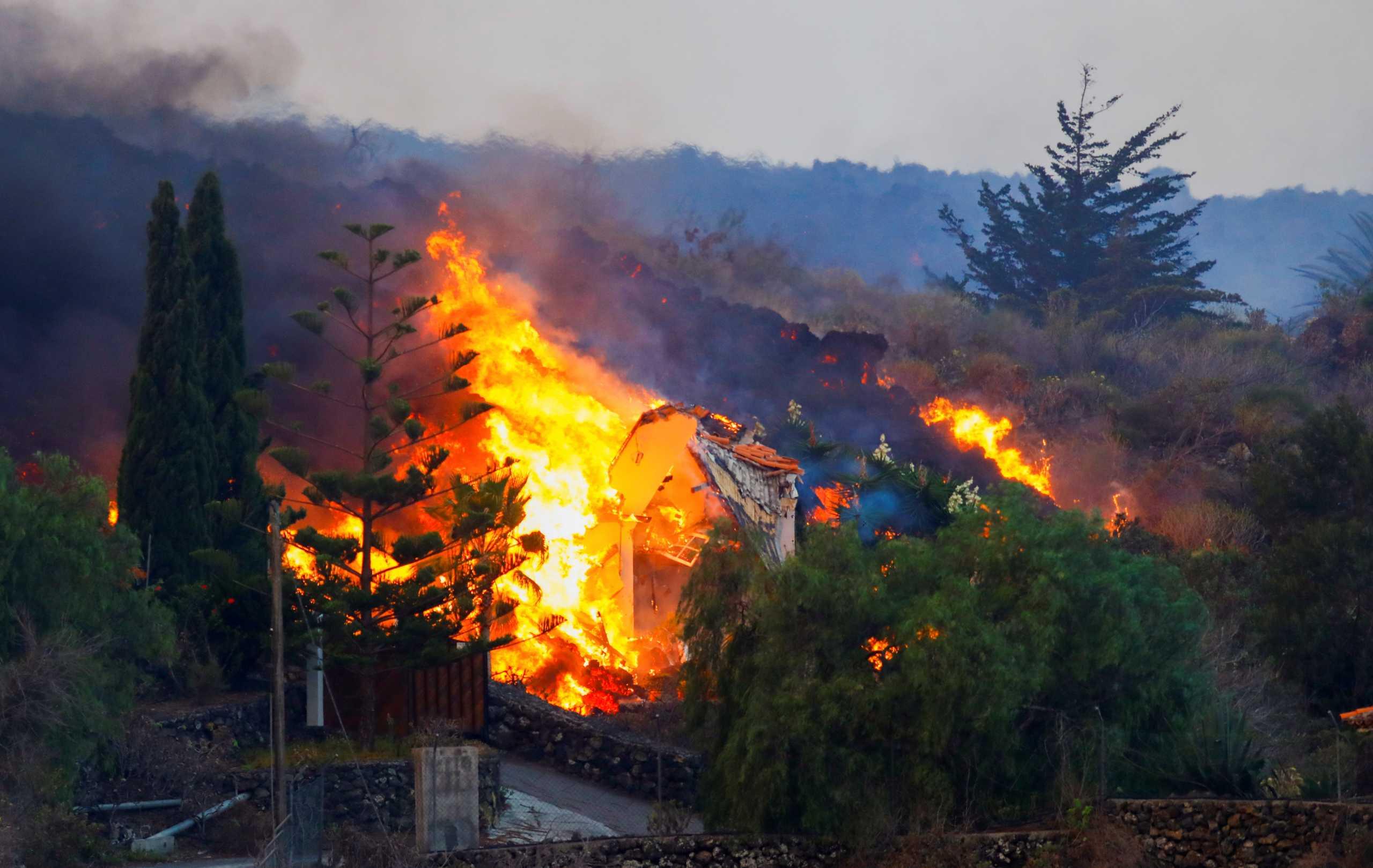 Έκρηξη ηφαιστείου στο Λα Πάλμα: Χιλιάδες έχουν απομακρυνθεί για να γλιτώσουν από την λάβα