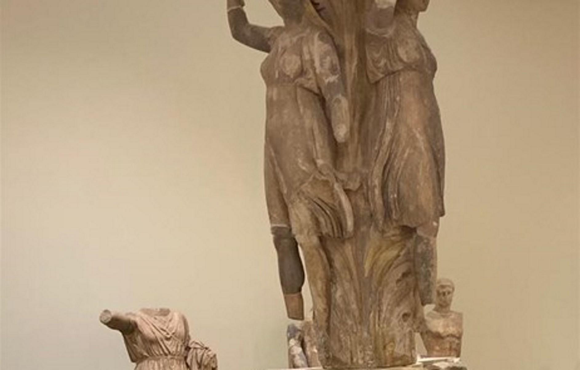 «Το Λούβρο στους Δελφούς» – Αυτοψία από τη Λίνα Μενδώνη σε έργα στη Φωκίδα