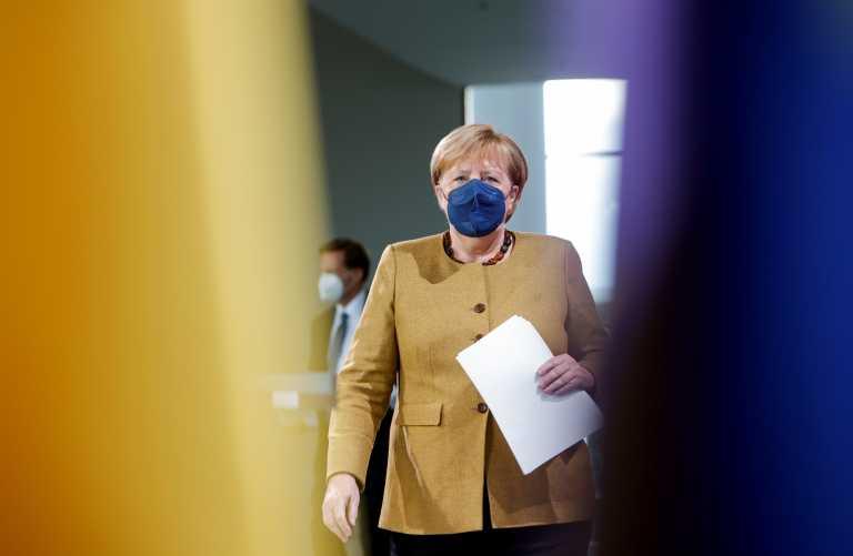 Στο Χριστιανοδημοκρατικό Κόμμα δώρισε το κέρινο ομοίωμα της Μέρκελ ο  Έλληνας θαυμαστής της