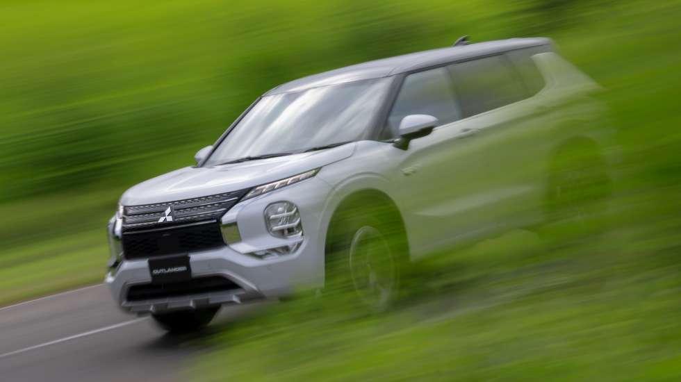 Νέο Mitsubishi Outlander PHEV: Με εξελιγμένη τετρακίνηση και επτά προφίλ οδήγησης
