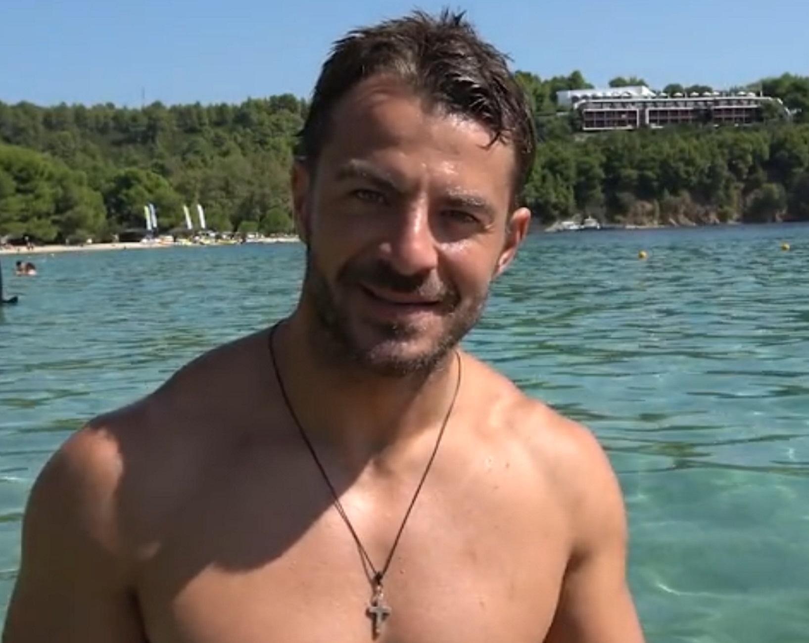Γιώργος Αγγελόπουλος: Ξενάγηση στη Σκιάθο – Ο Ντάνος του Survivor σε μεγάλα κέφια