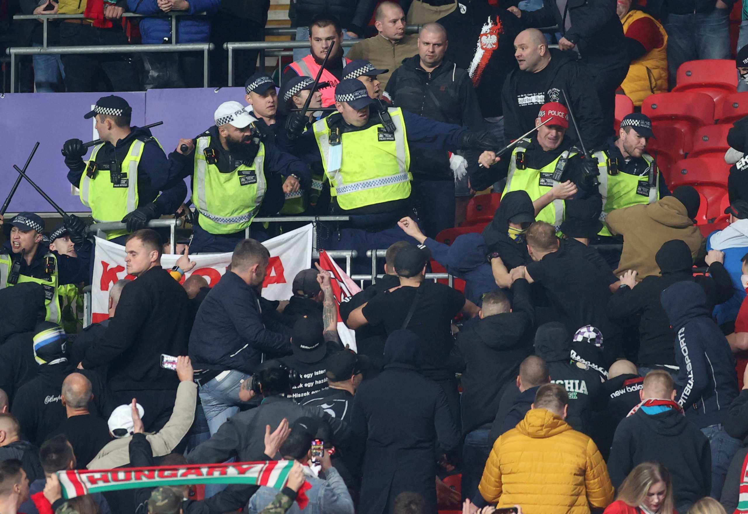 Προκριματικά Μουντιάλ 2022: Σοβαρά επεισόδια με οπαδούς στα Αγγλία – Ουγγαρία και Αλβανία – Πολωνία