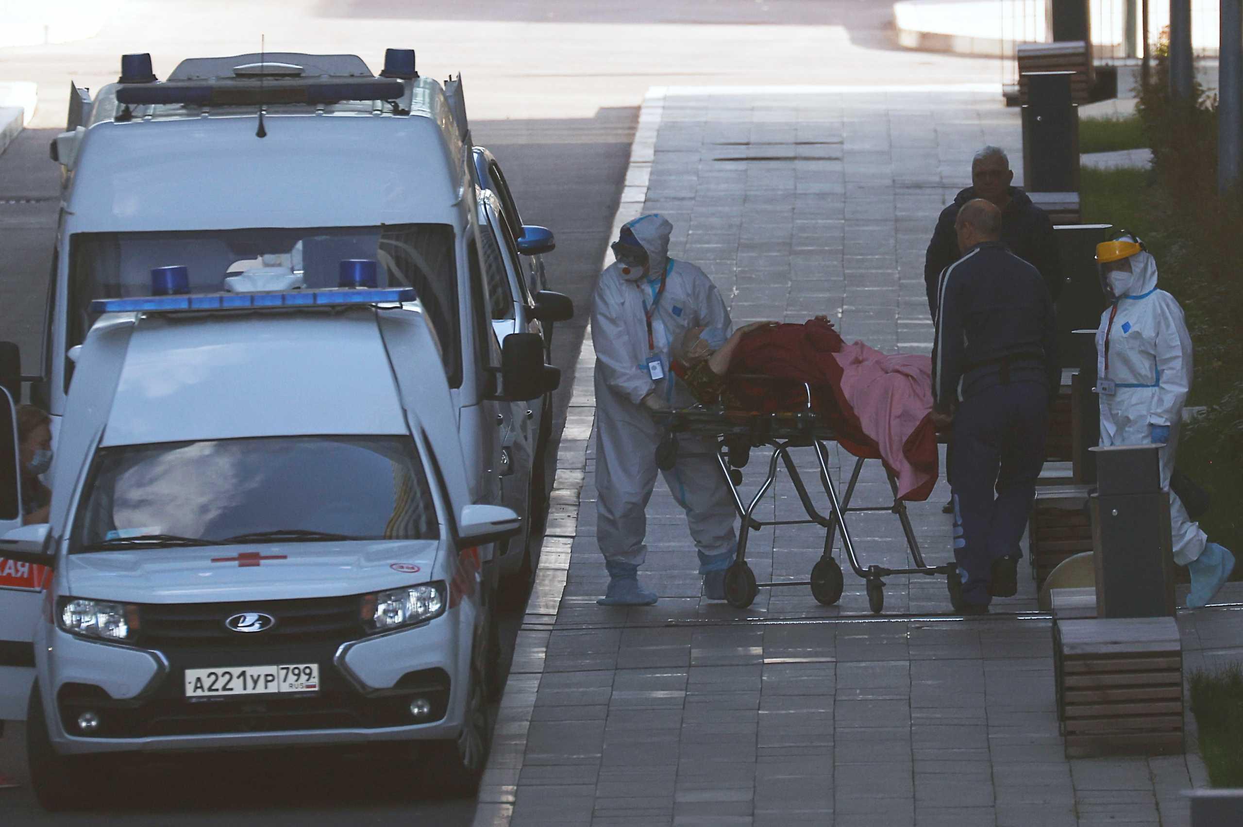 Ρωσία: Νέο αρνητικό ρεκόρ – Σχεδόν χίλιοι θάνατοι σε μία ημέρα από κορονοϊό