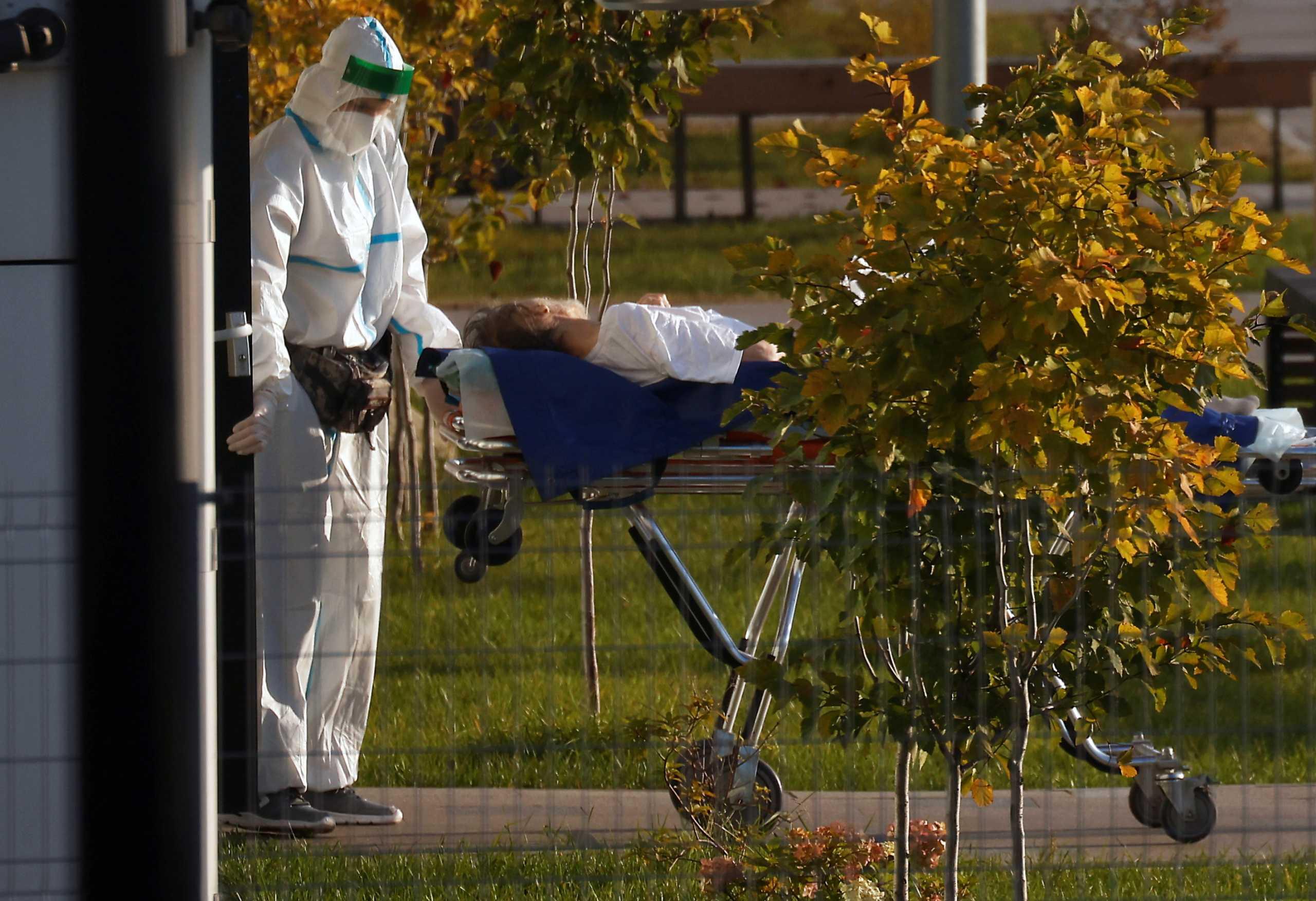 Κορονοϊός: Έκκληση Κρεμλίνου στους πολίτες να εμβολιαστούν – Σπάνε το ένα ρεκόρ μετά το άλλο κρούσματα και θάνατοι