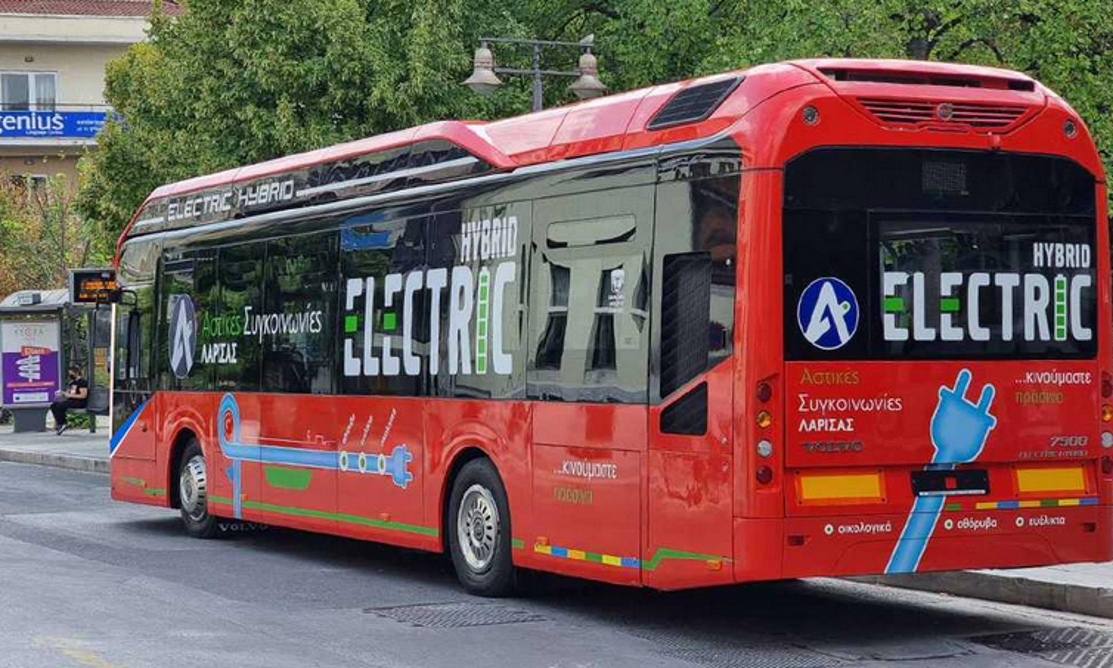 Λάρισα: Αυτό είναι το πρώτο υβριδικό λεωφορείο που έφτασε στη χώρα και βγήκε στους δρόμους της πόλης