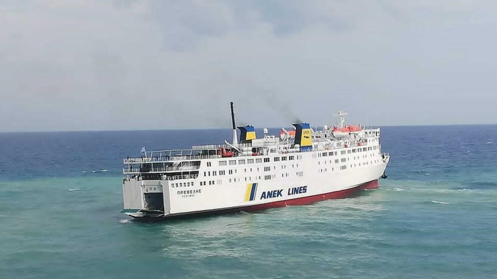 Σαντορίνη: Προσέκρουσε στο λιμάνι το πλοίο «Πρέβελης»