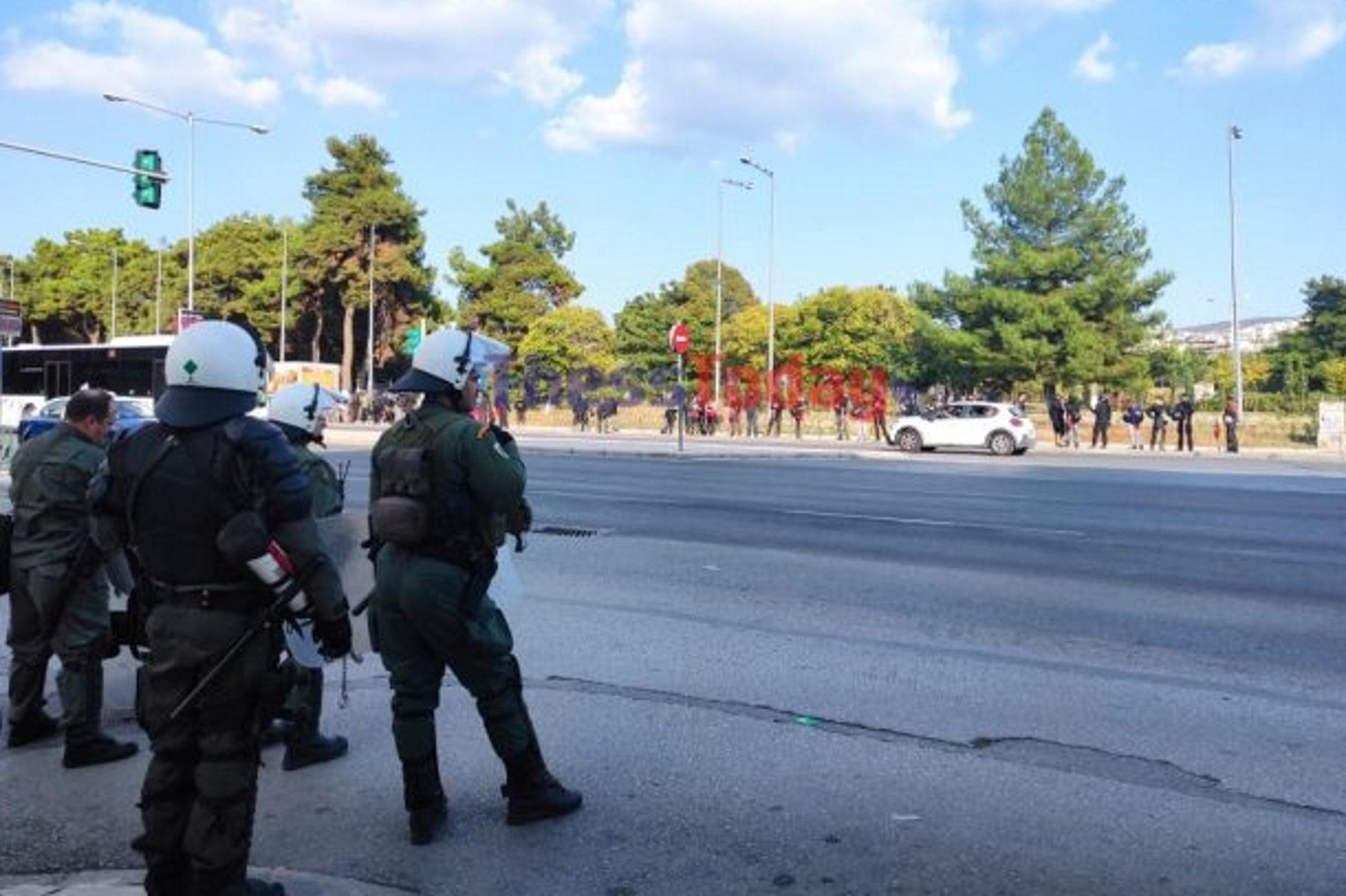 Θεσσαλονίκη: Αντιεξουσιαστές και ακροδεξιοί στους δρόμους της πόλης με παράλληλες συγκεντρώσεις