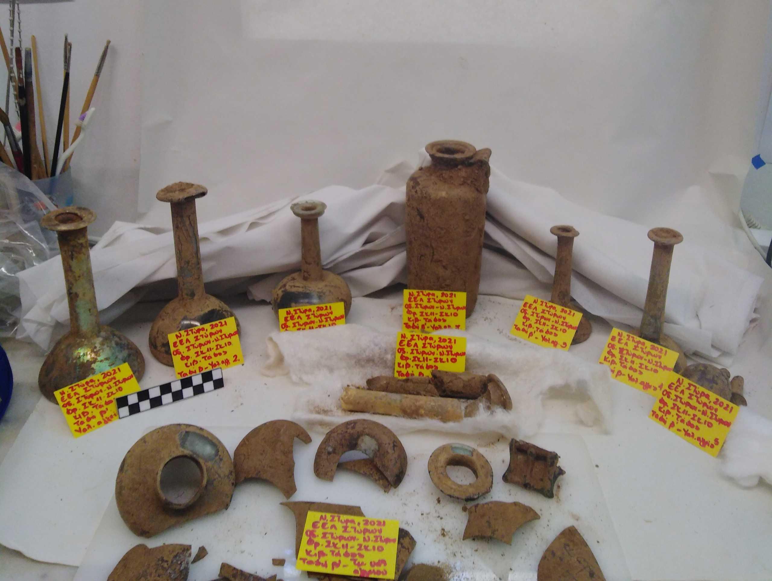 Αποκαλύφθηκε αρχαίος τάφος με τρεις νεκρούς και πολλά ευρήματα στα Νέα Στύρα