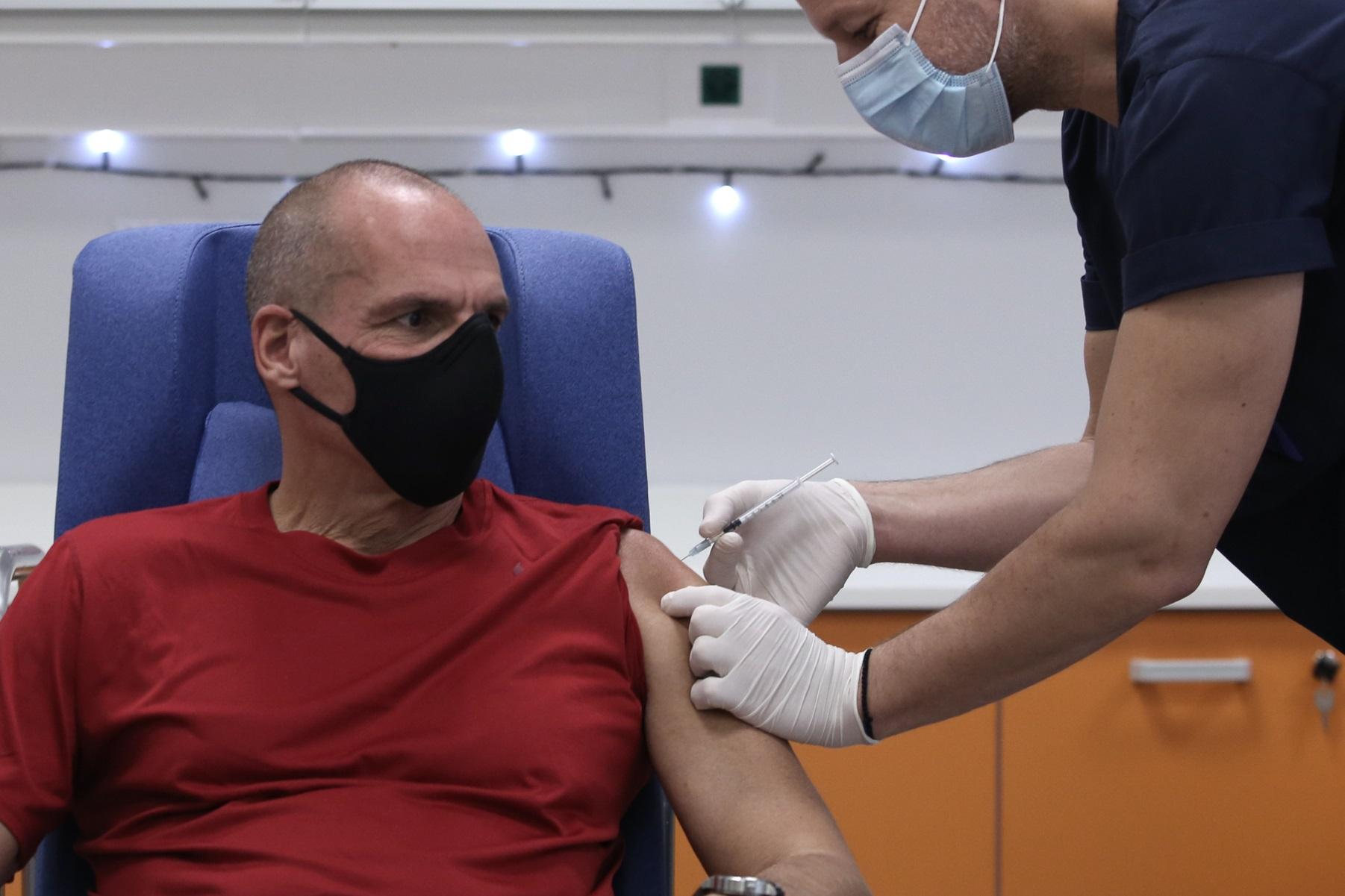 Την 3η δόση του εμβολίου έκανε ο Γιάνης Βαρουφάκης – Η ανάρτηση και το μήνυμα
