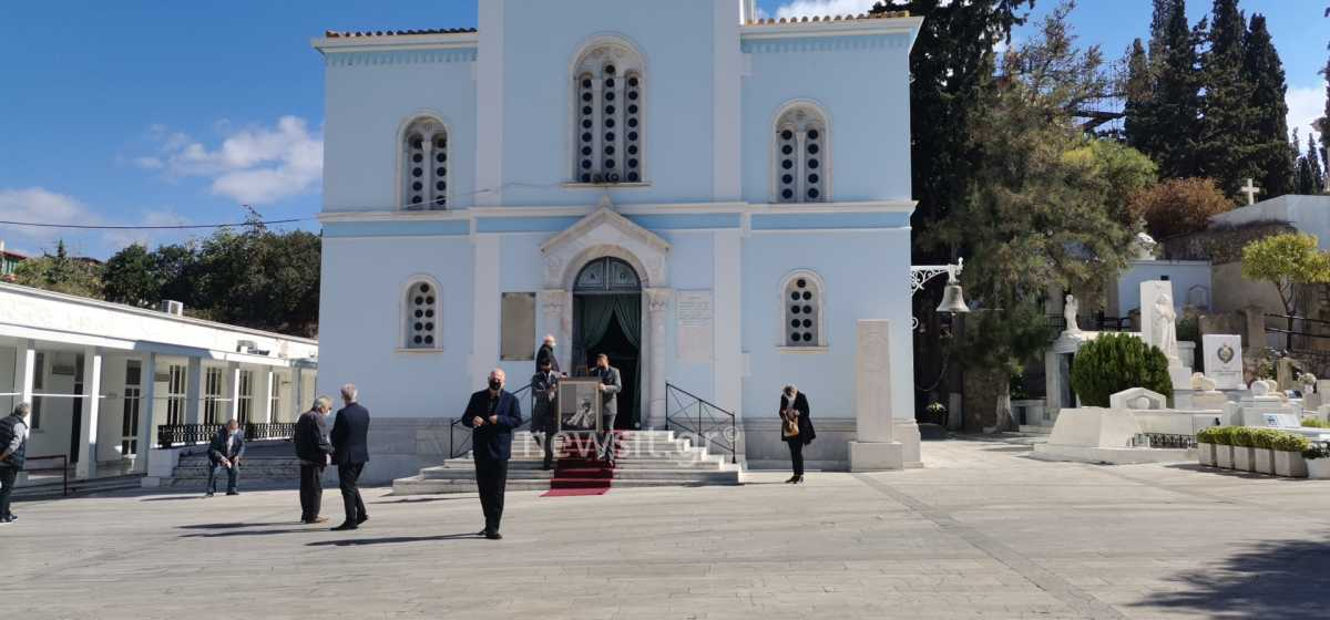 Άκης Τσοχατζόπουλος: Κόλλυβα με ήλιο ΠΑΣΟΚ στο μνημόσυνο για τα 40 του