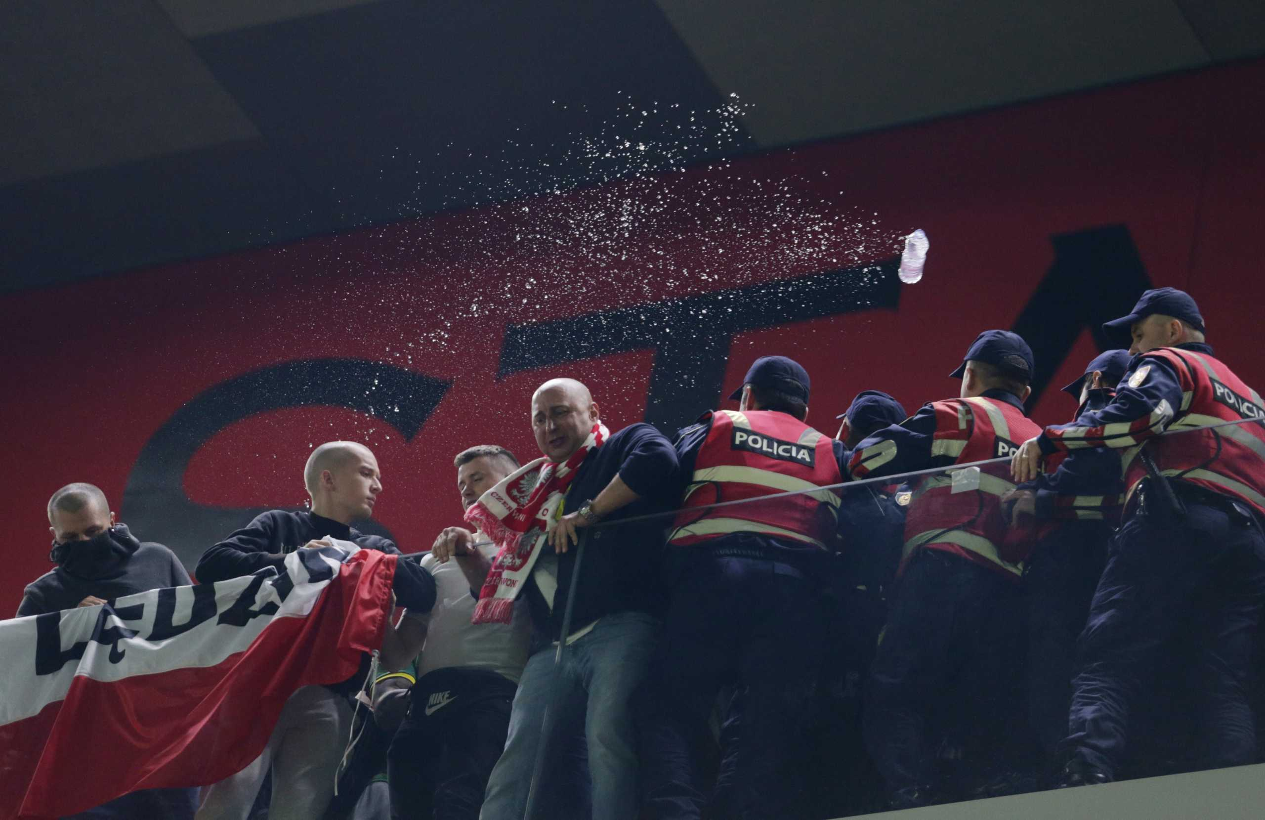Προκριματικά Μουντιάλ 2022 – Κάρολ Σβιντέρσκι: «Έχω ευθύνη για τα μπουκάλια από τους Αλβανούς»