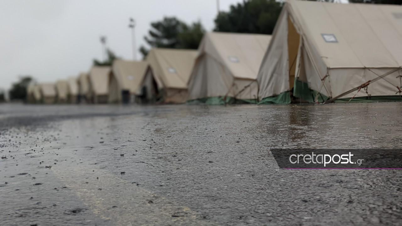 Κακοκαιρία «Μπάλλος» – Αρκαλοχώρι: Καταρρακτώδης βροχή στους σεισμόπληκτους