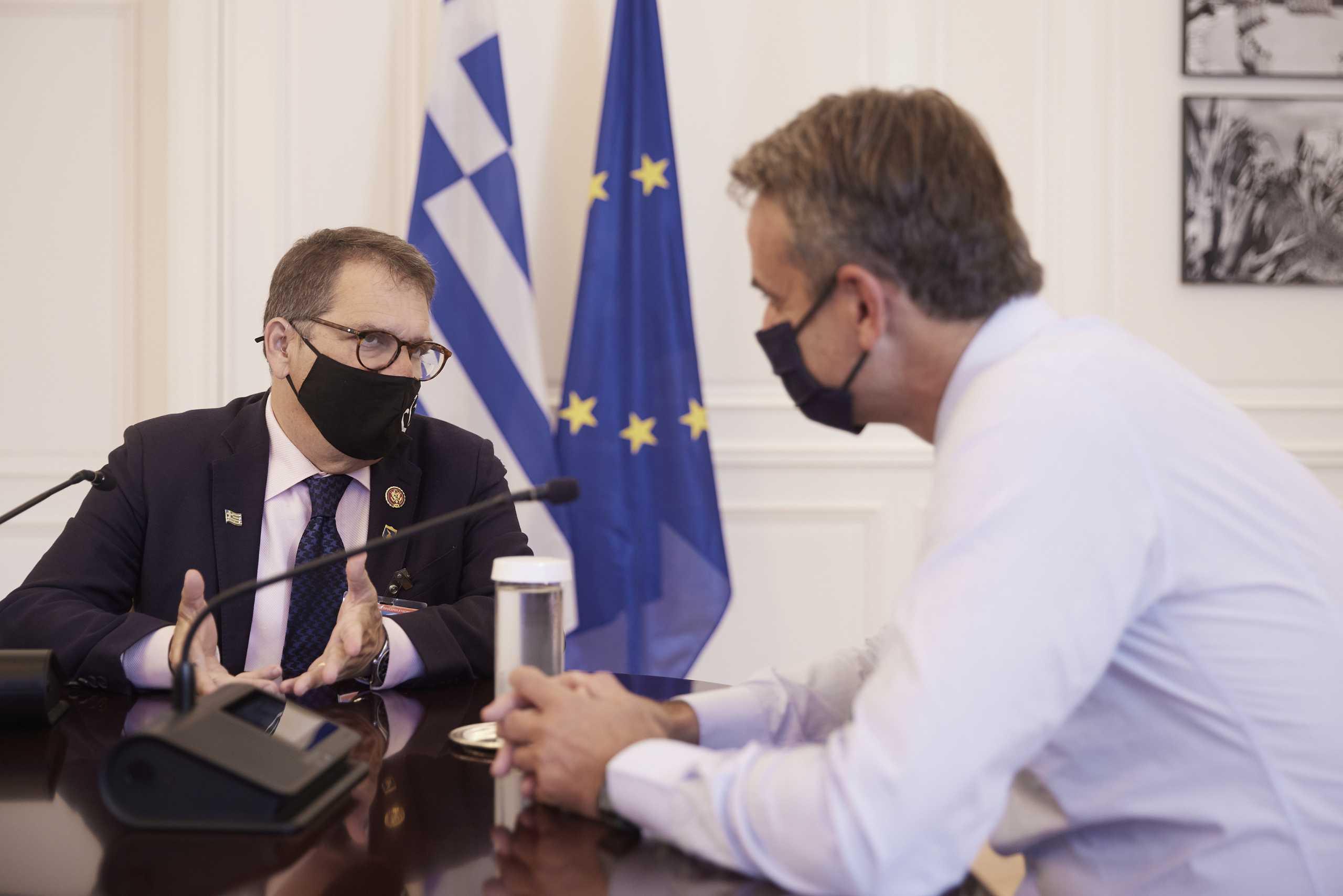 Ο Κυριάκος Μητσοτάκης συνάντησε τον ομογενή Gus Bilirakis, μέλος της Βουλής των Αντιπροσώπων των ΗΠΑ