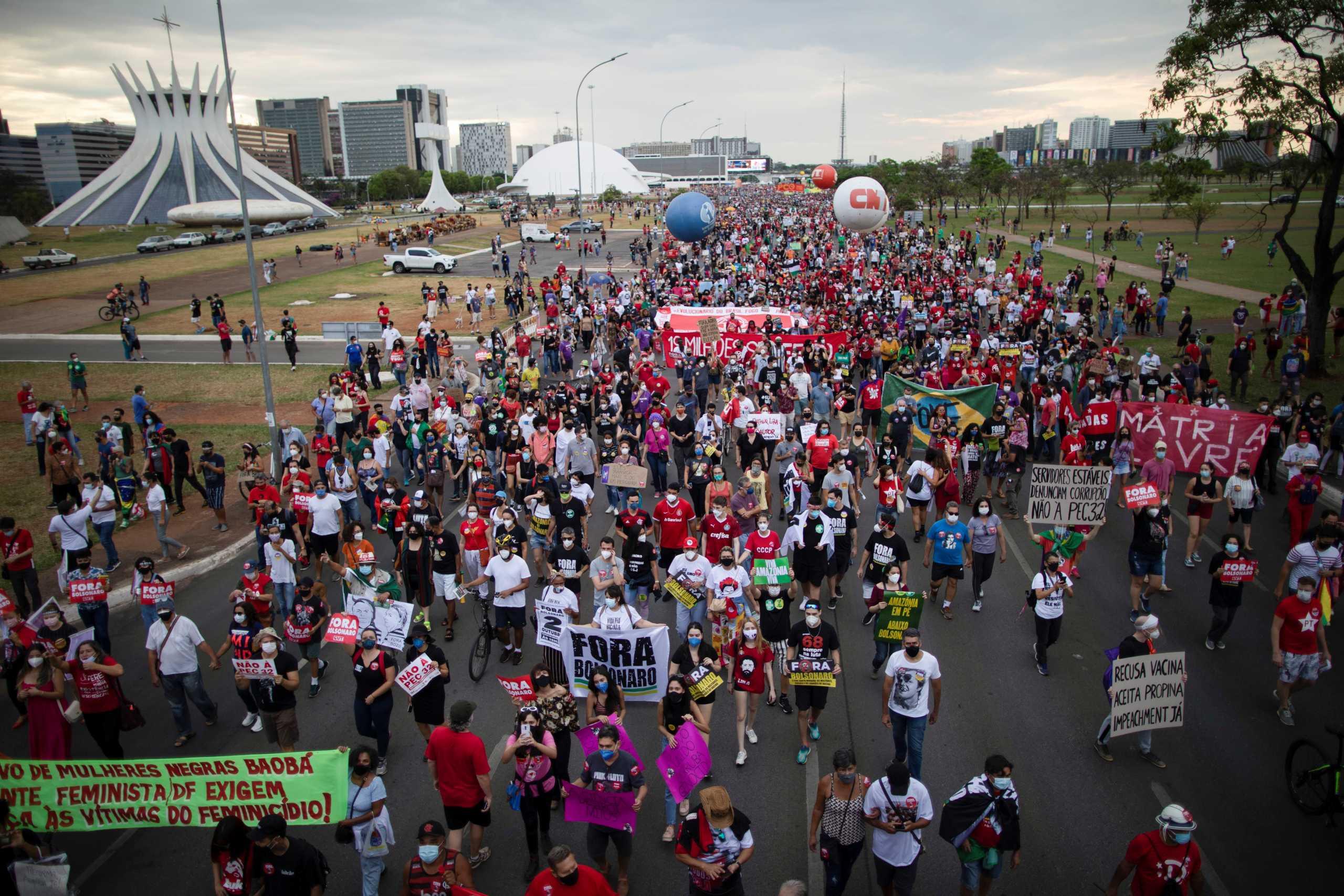 Βραζιλία: Στους δρόμους κατά του Ζαΐρ Μπολσονάρο χιλιάδες διαδηλωτές