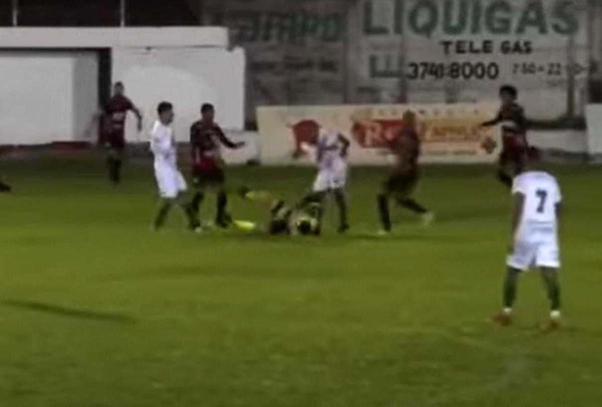 Συνελήφθη ο ποδοσφαιριστής που κλώτσησε στο κεφάλι τον διαιτητή