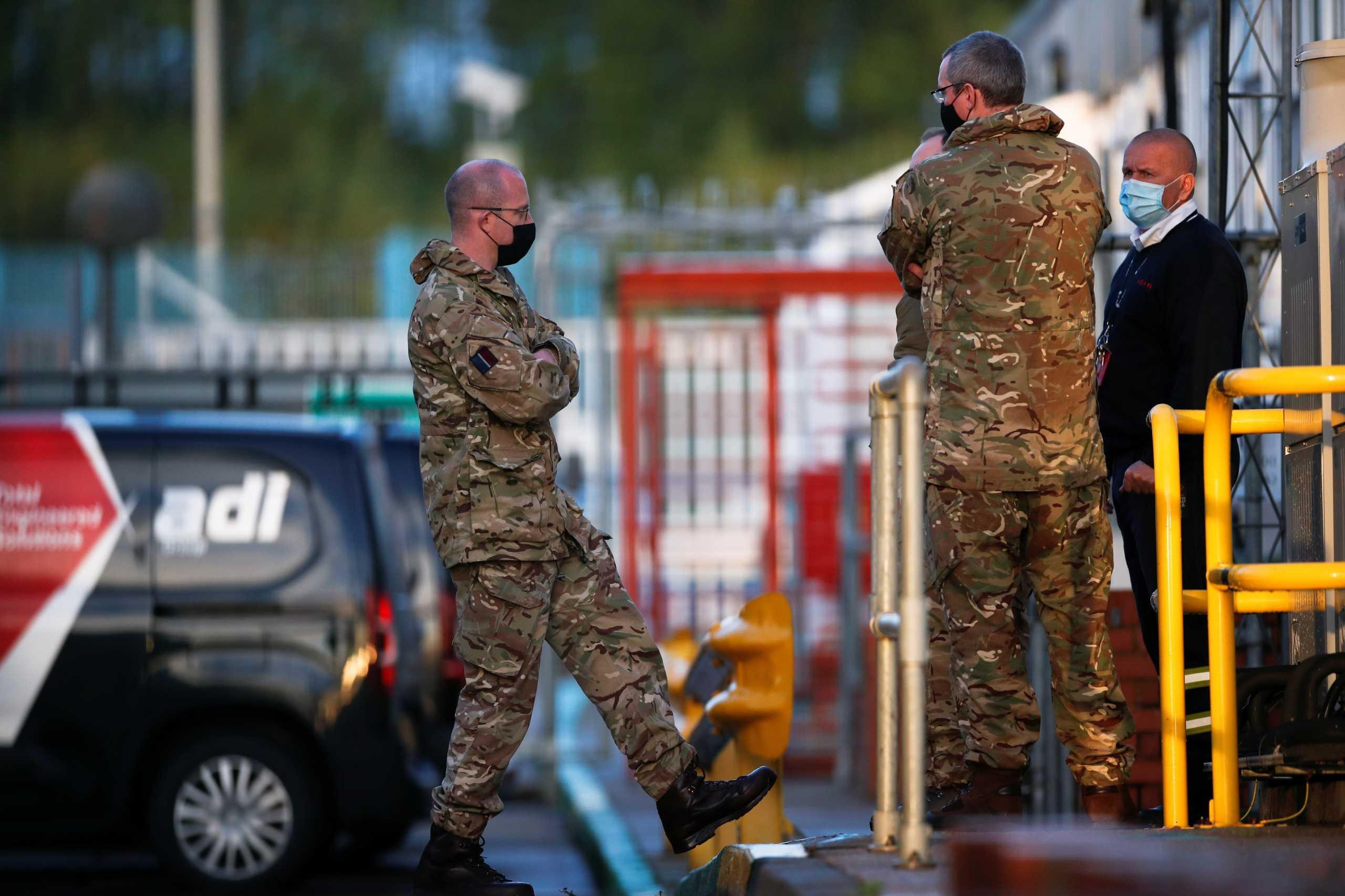 Βρετανία – καύσιμα: Βγήκε ο στρατός στους δρόμους και άρχισε η διανομή