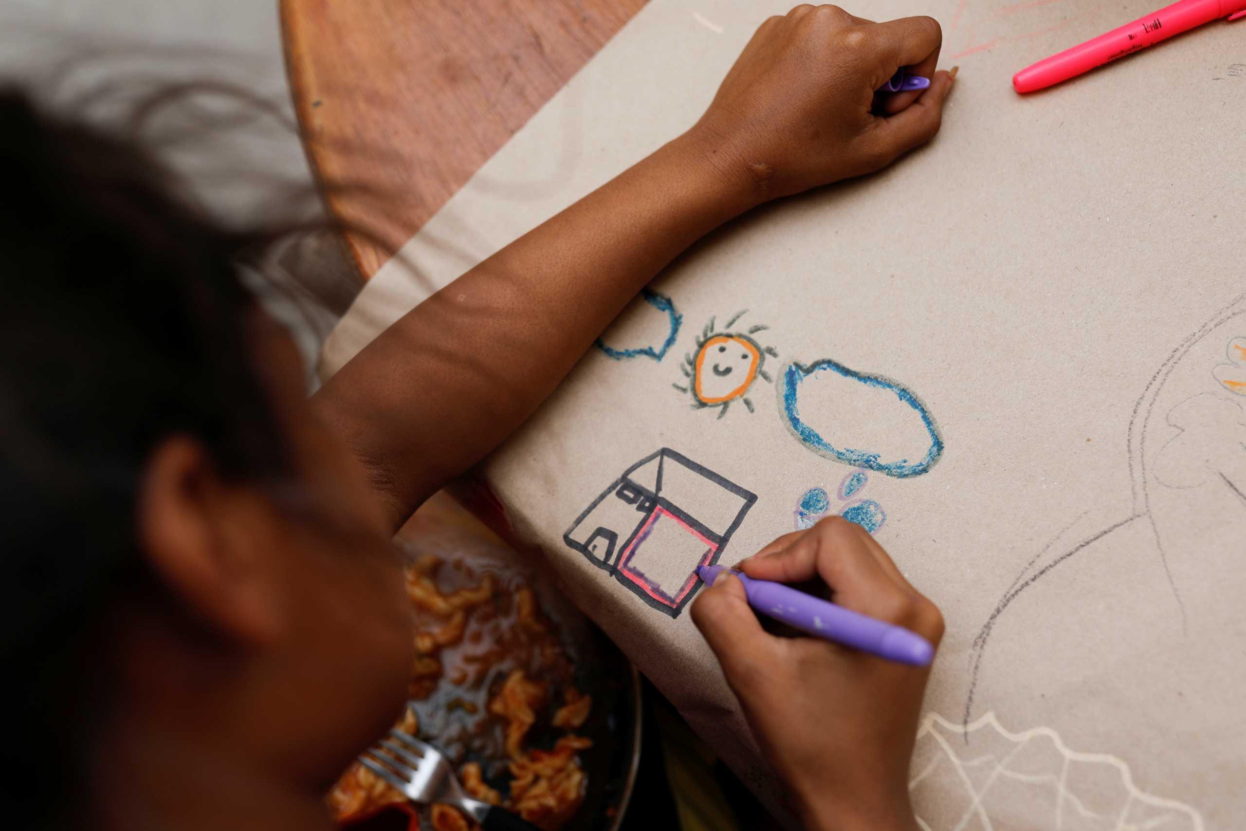 Κορονοϊός: Κάθε 12 δευτερόλεπτα ένα παιδί χάνει τον άνθρωπο που το φρόντιζε
