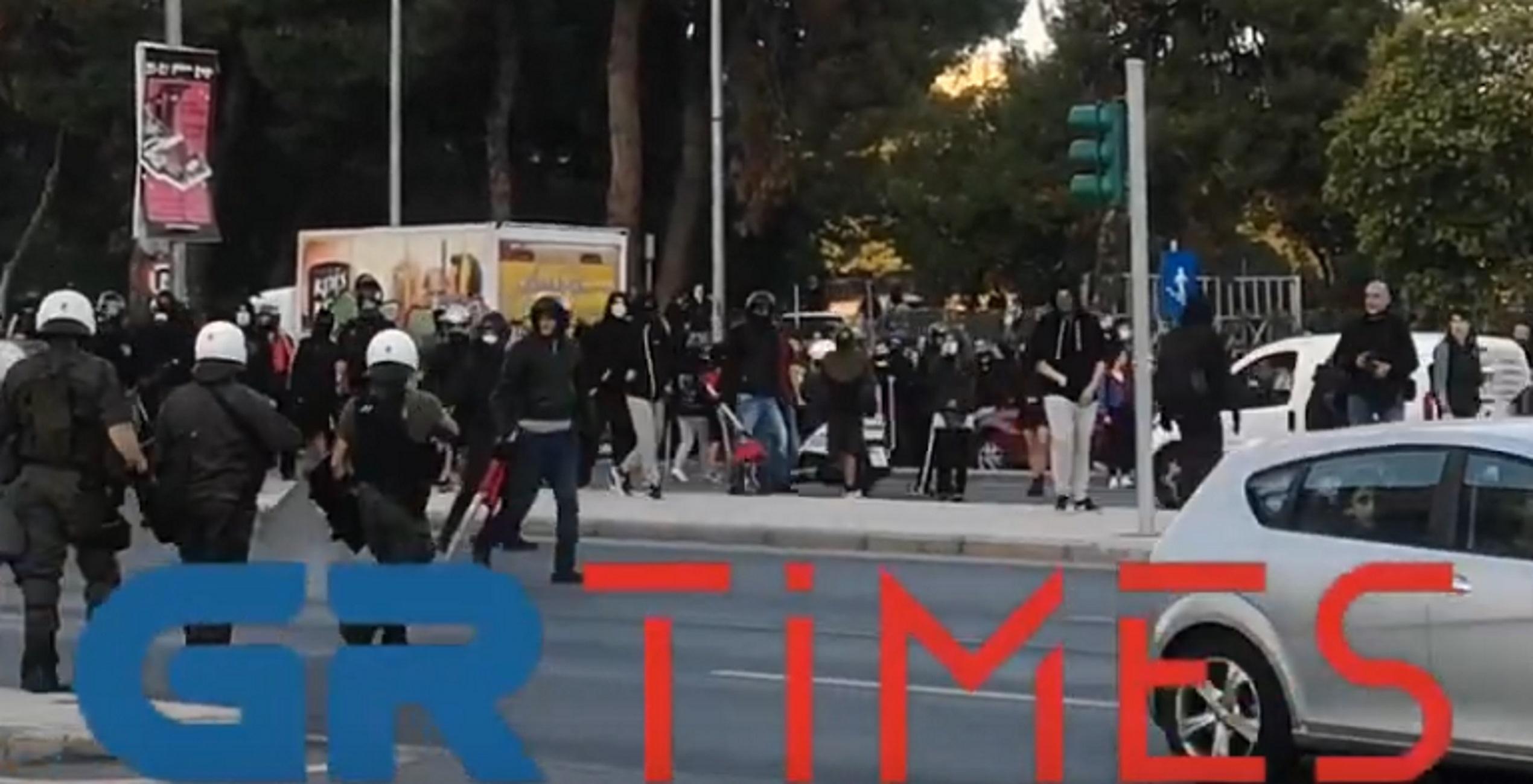 Θεσσαλονίκη: Σκηνές έντασης στην αντιφασιστική συγκέντρωση – Καζάνι που βράζει η Σταυρούπολη